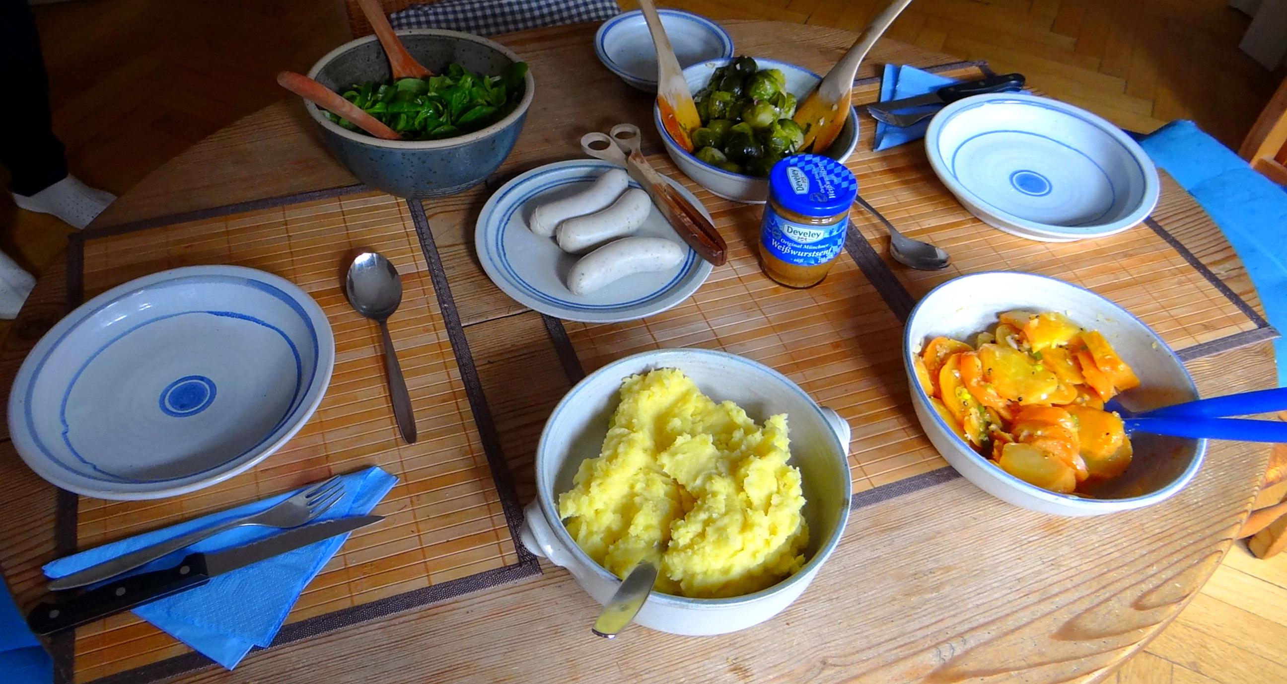 Weißwurst,Salate,Kartoffelstampf (12)