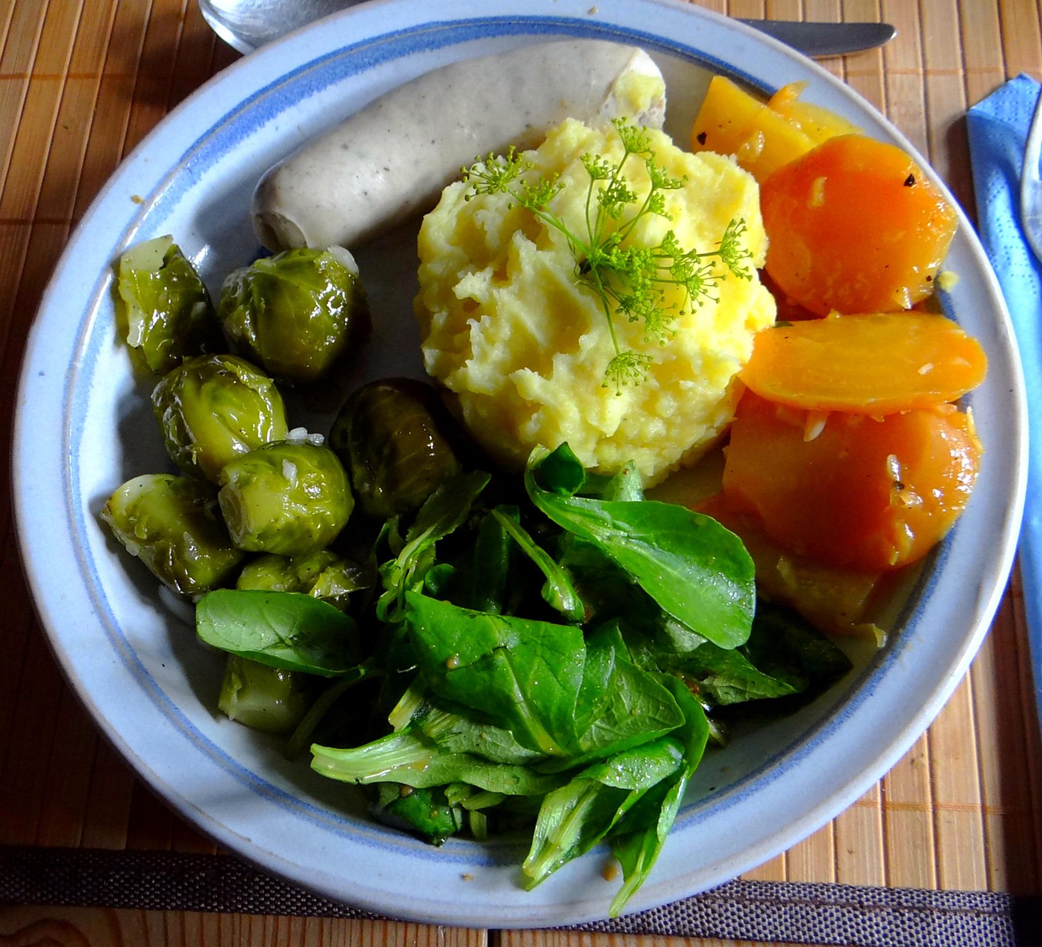Weißwurst,Salate,Kartoffelstampf (14)