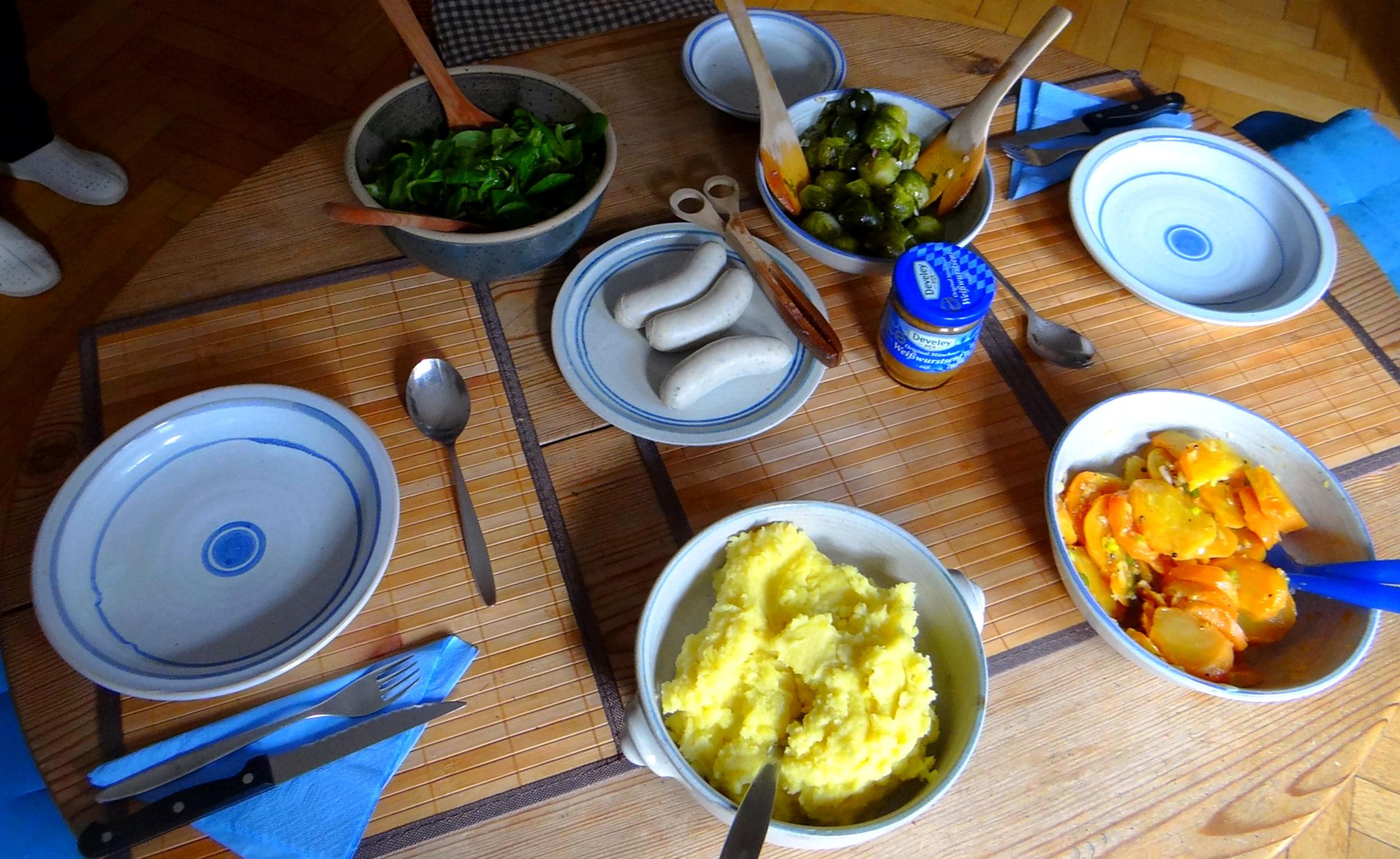 Weißwurst,Salate,Kartoffelstampf (3)