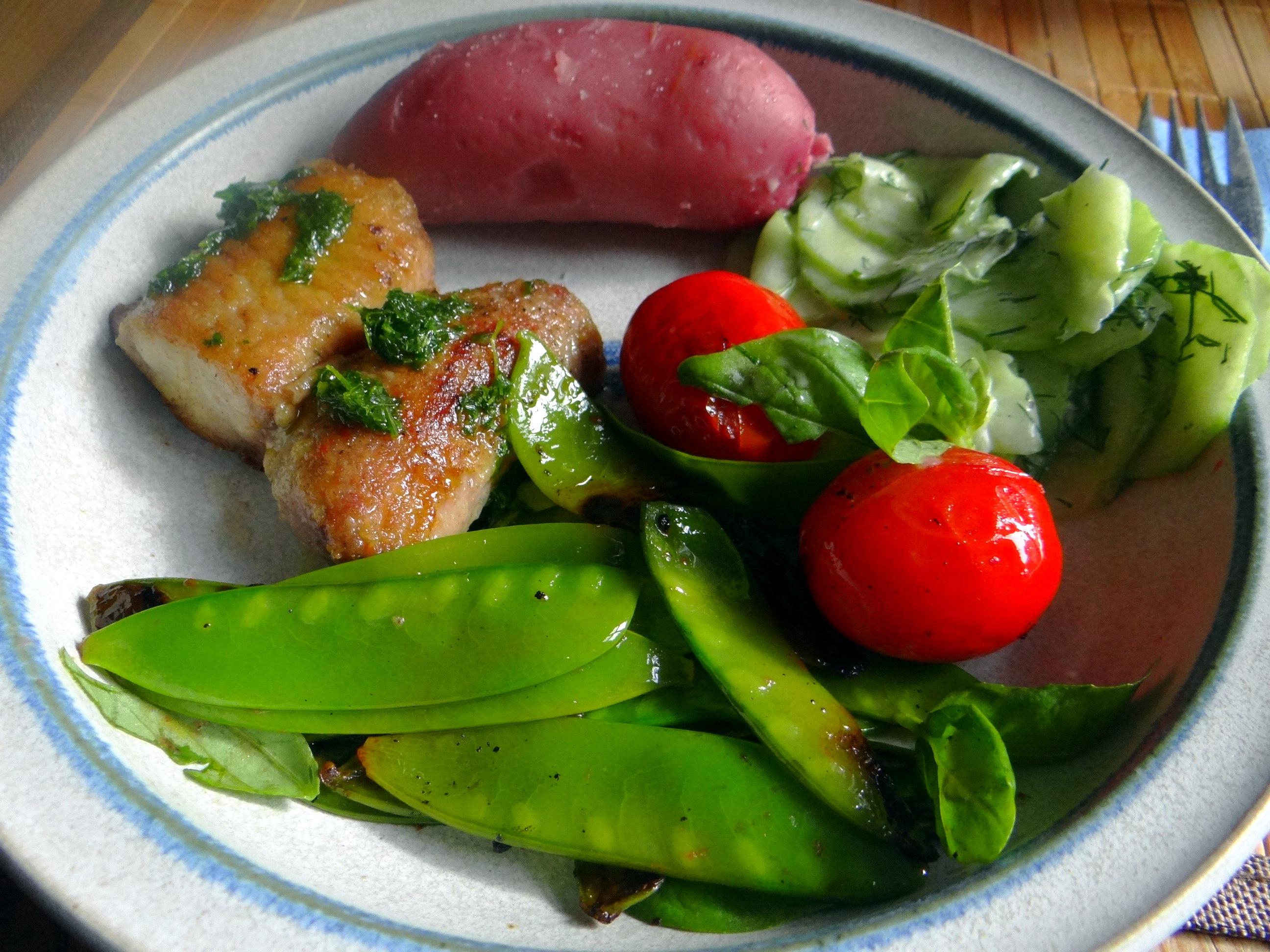 Wels mit roten Kartoffeln und Kaiserschoten (1)