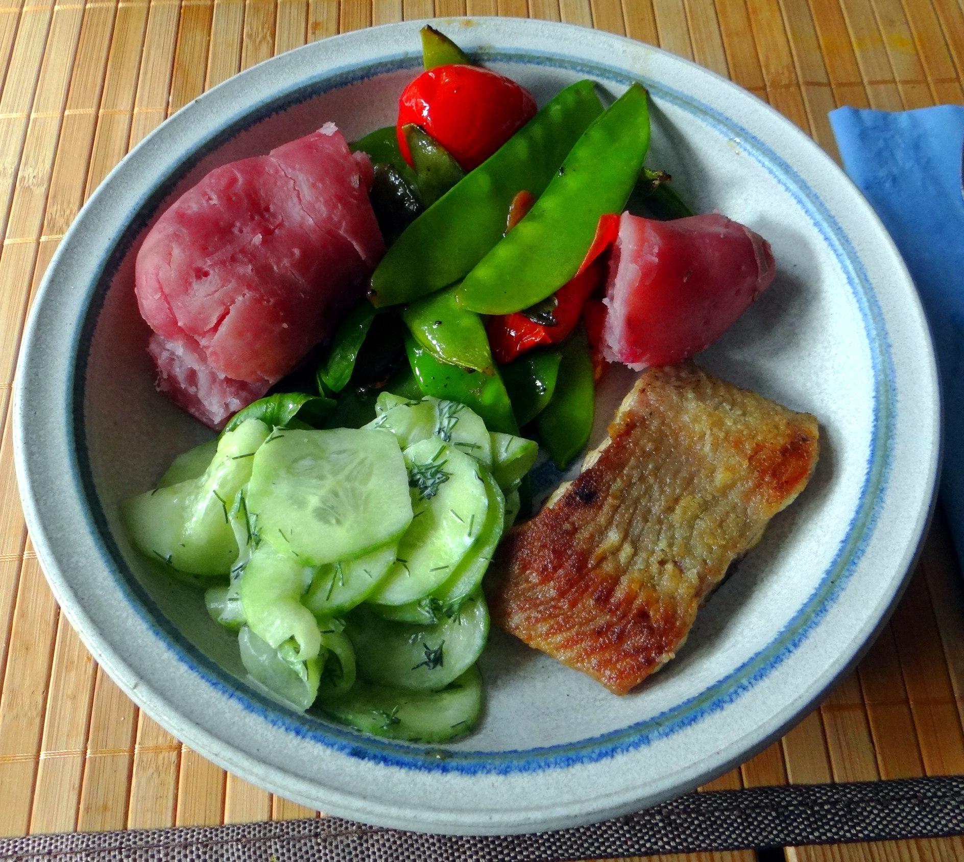 Wels mit roten Kartoffeln und Kaiserschoten (2)