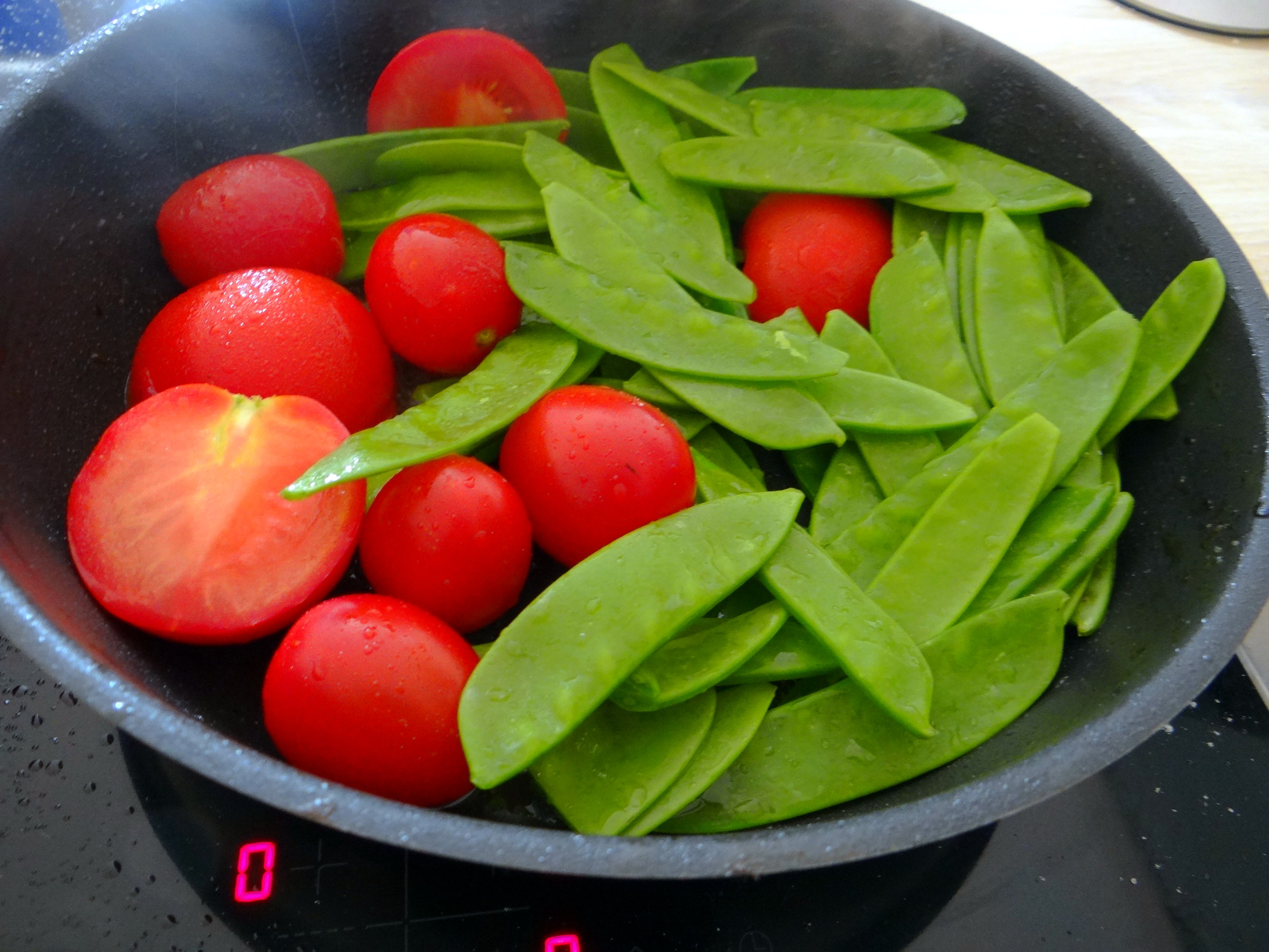 Wels mit roten Kartoffeln und Kaiserschoten (9)
