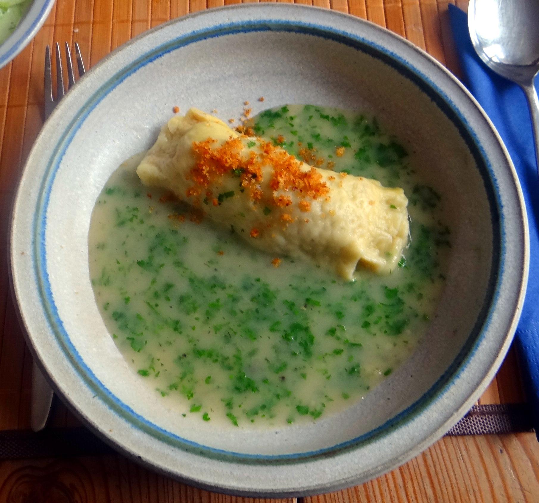 Wickelklöße,Petersiliensoße,Gurkensalat,Joghurtspeise (2)