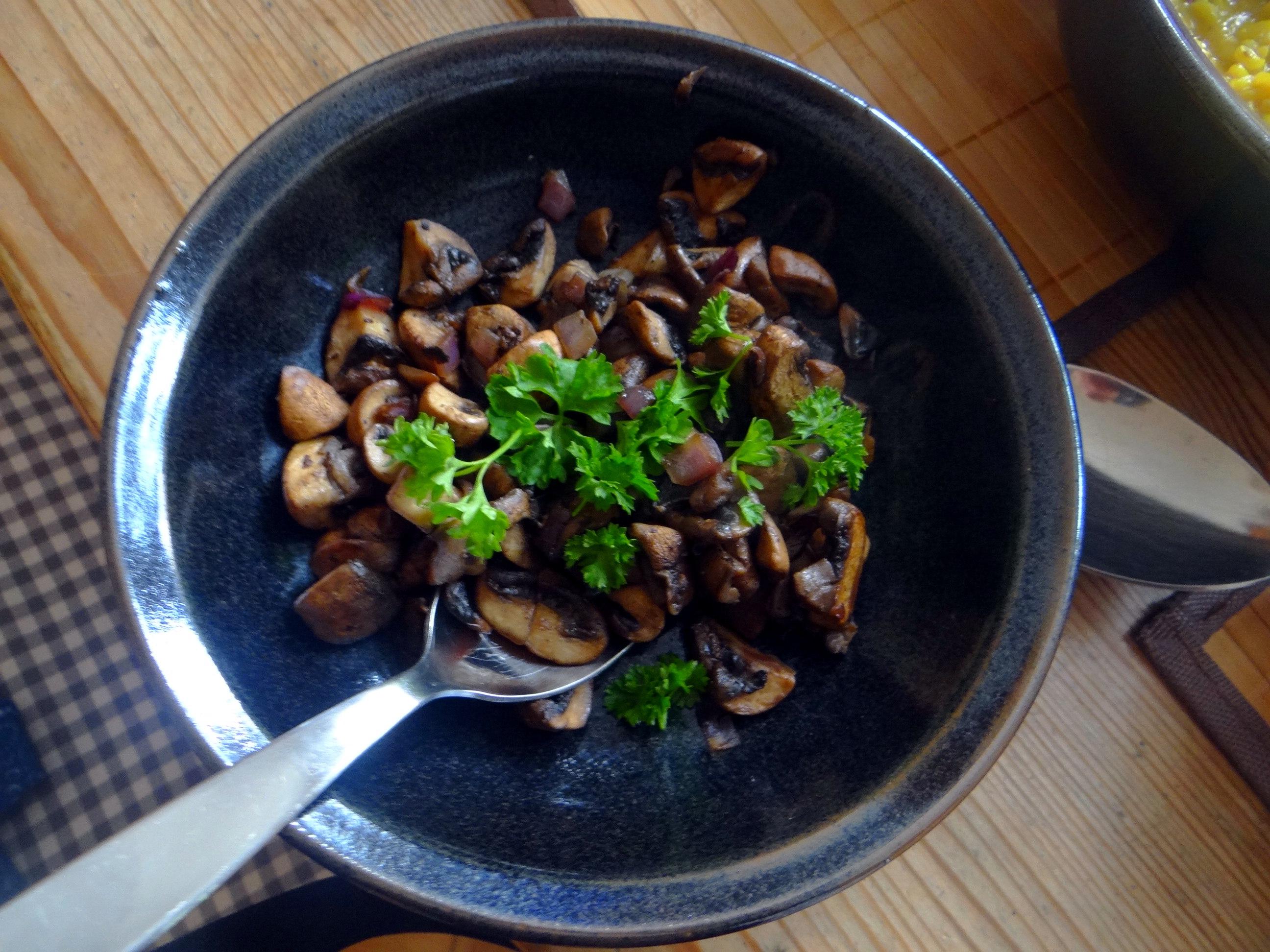 Austernpilz Risotto,Chamignon,Käse Cräcker,Salat,Quitten (13)
