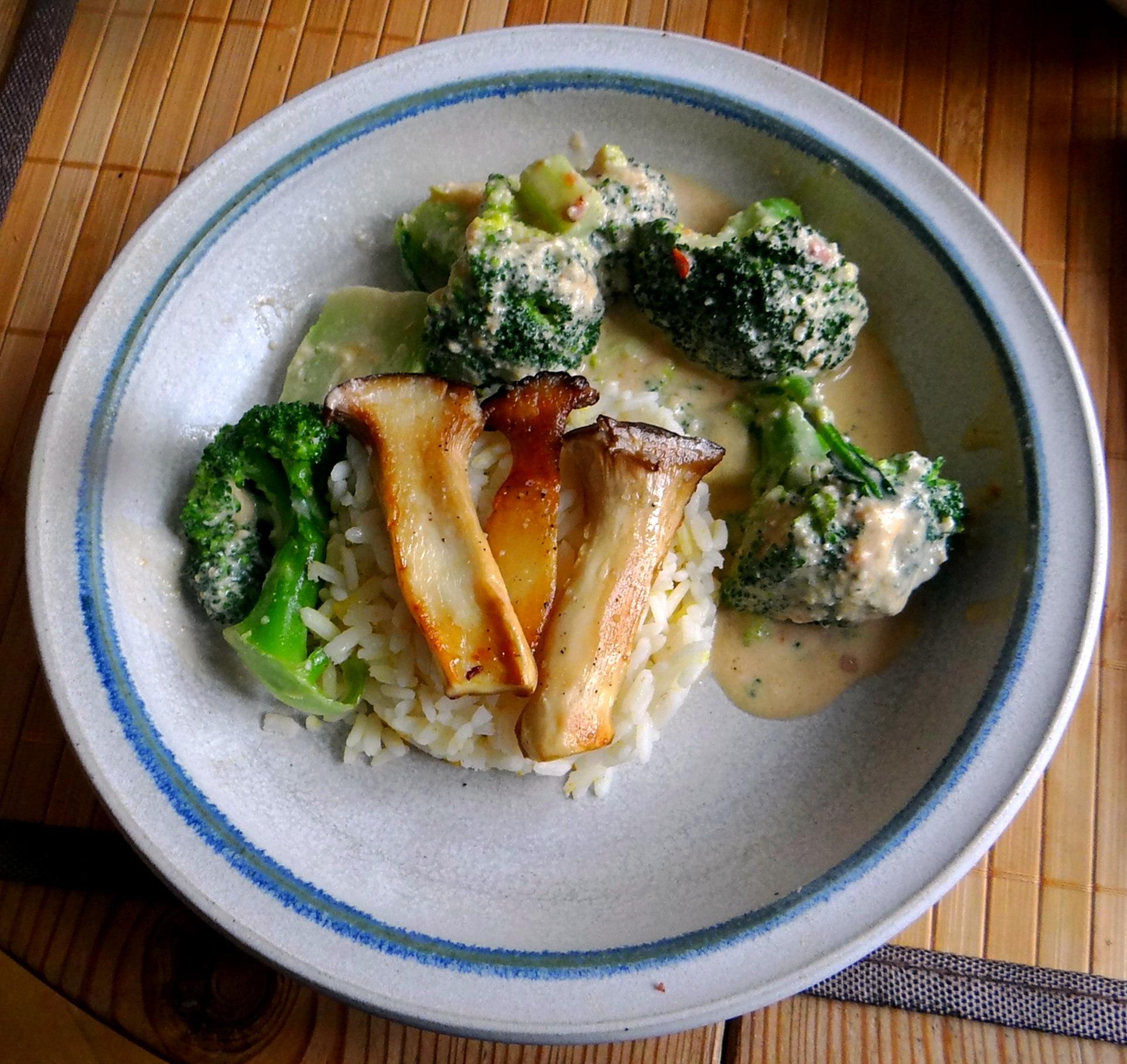 Brokkoli,Erdnußsauce,Kräutersaitlinge (17)