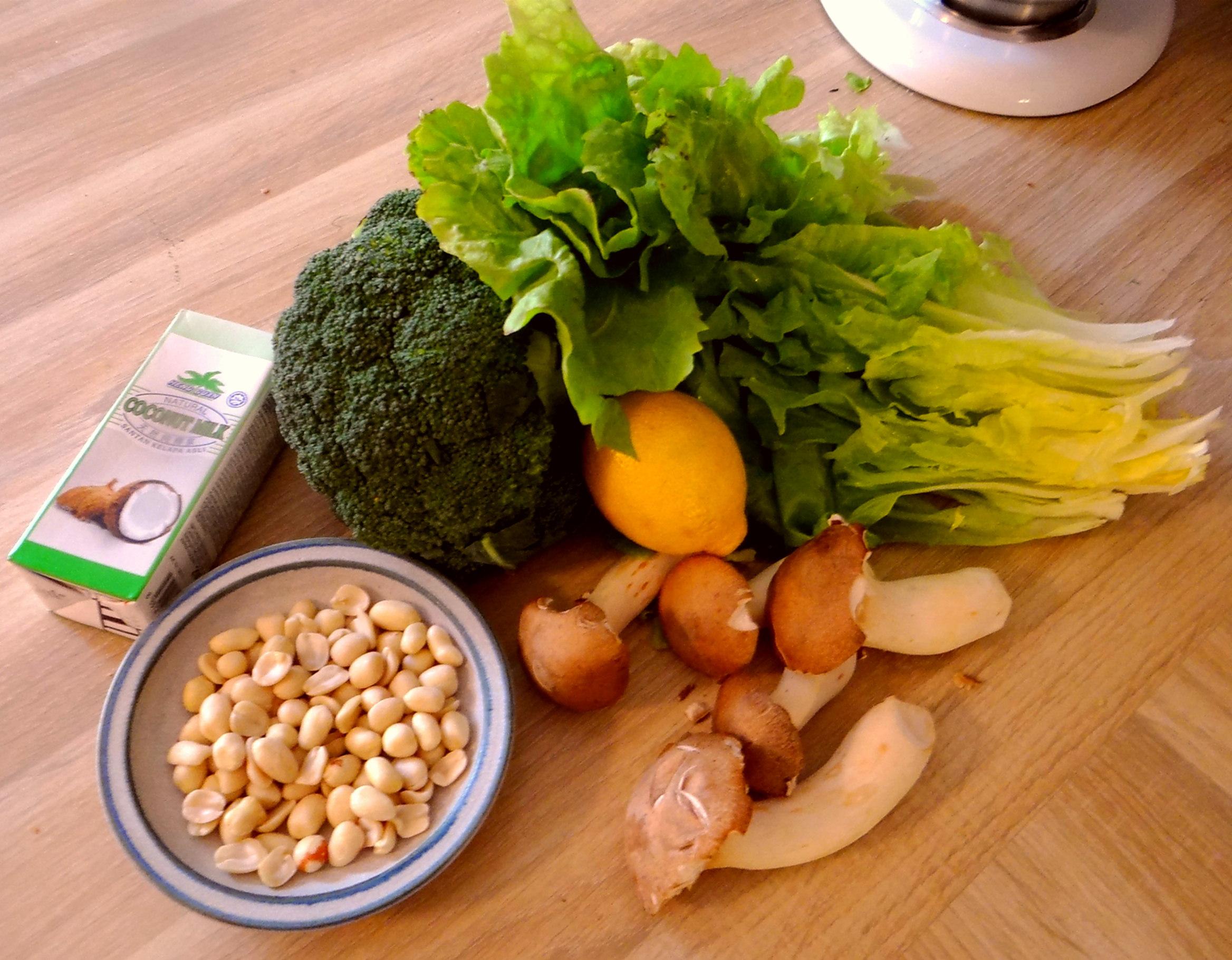 Brokkoli,Erdnußsauce,Kräutersaitlinge (5)