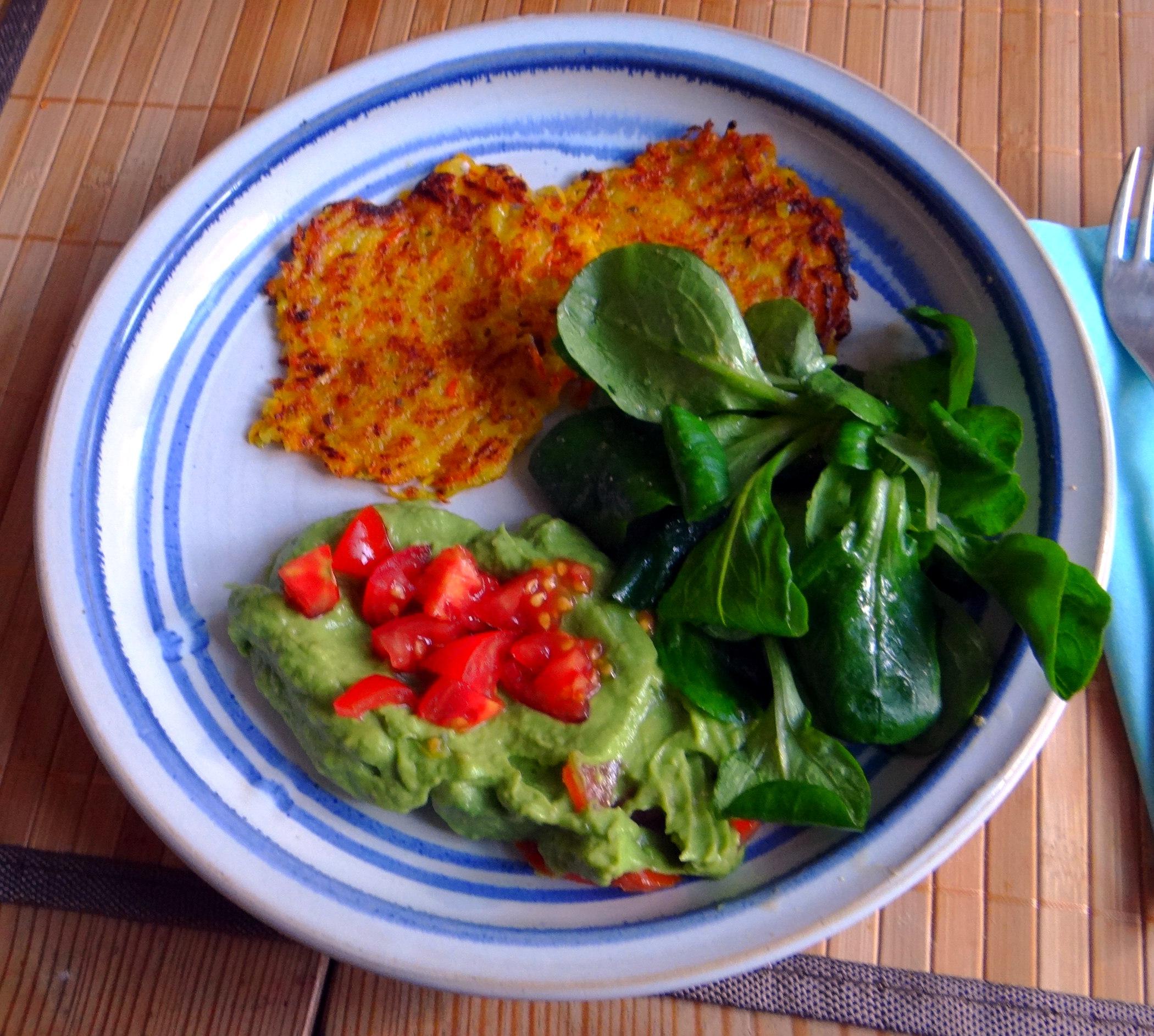 Kürbis-Kartoffel Puffer,Guacamole,Feldsalat (1)