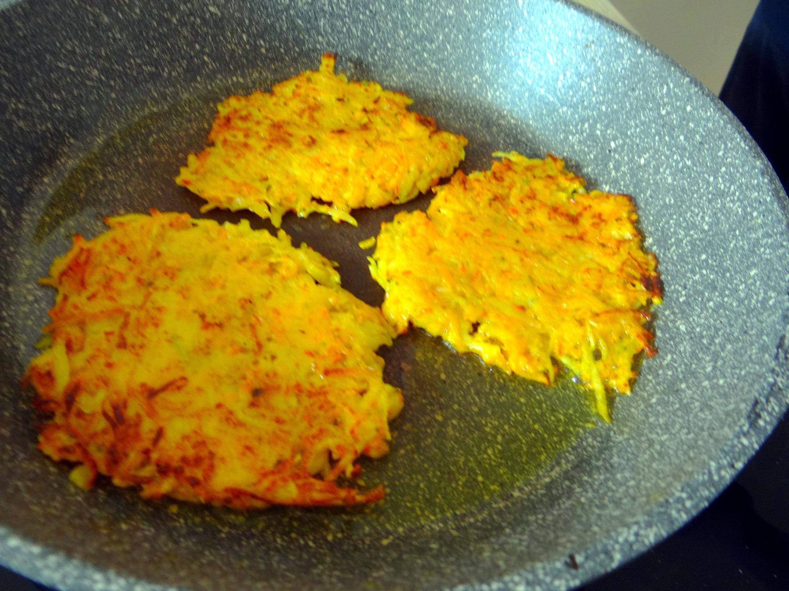 Kürbis-Kartoffel Puffer,Guacamole,Feldsalat (10)