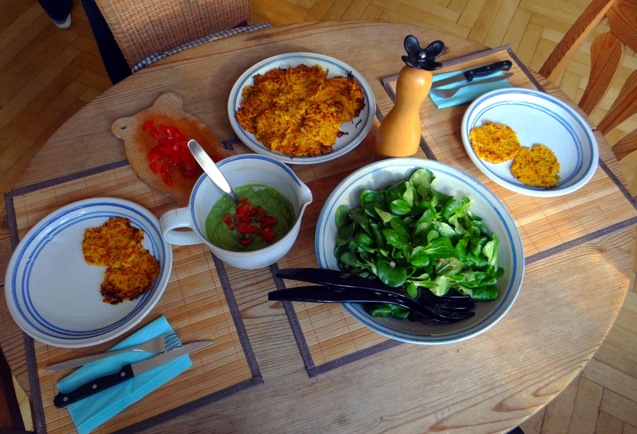 Kürbis-Kartoffel Puffer,Guacamole,Feldsalat (16)