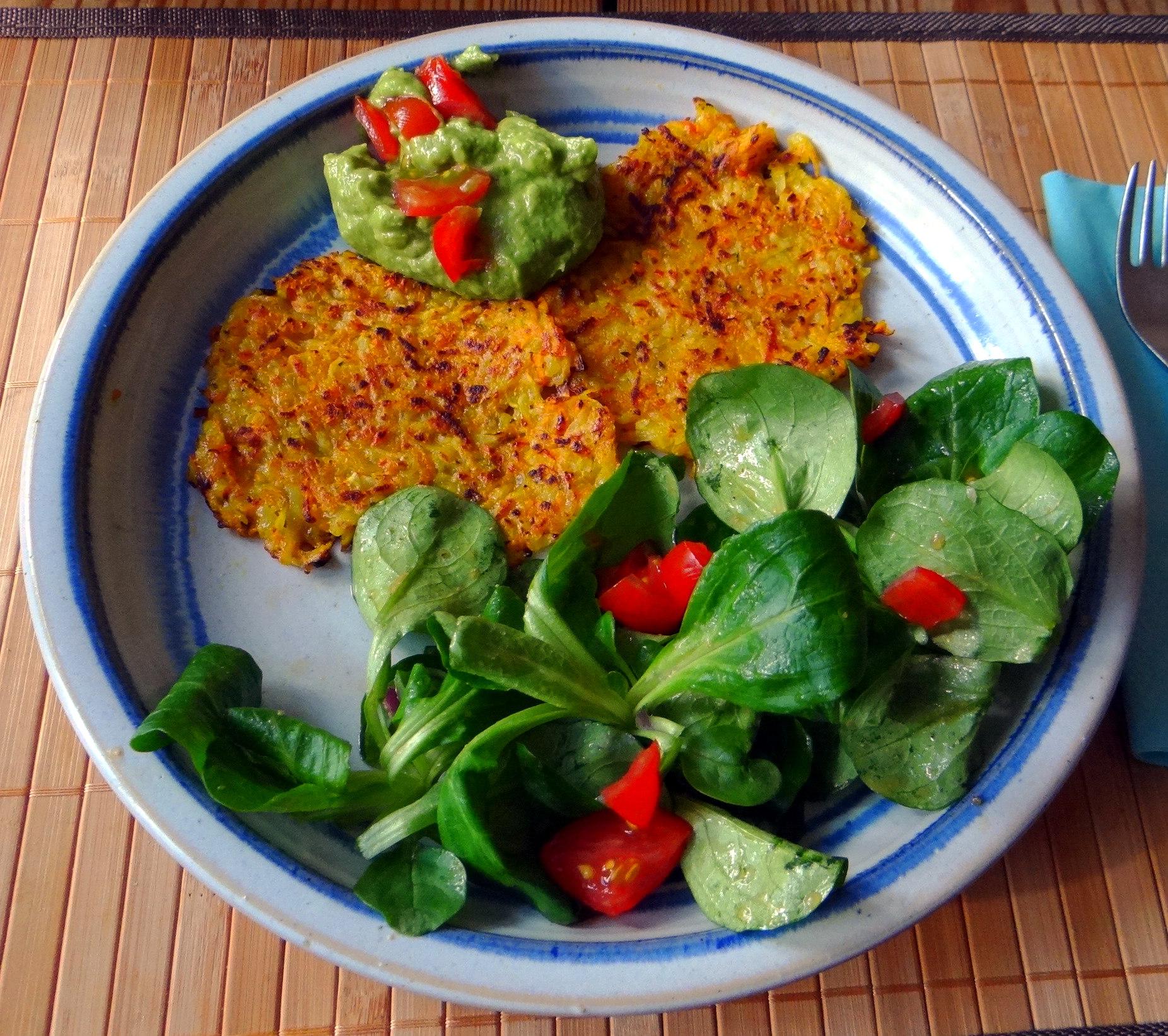 Kürbis-Kartoffel Puffer,Guacamole,Feldsalat (2)
