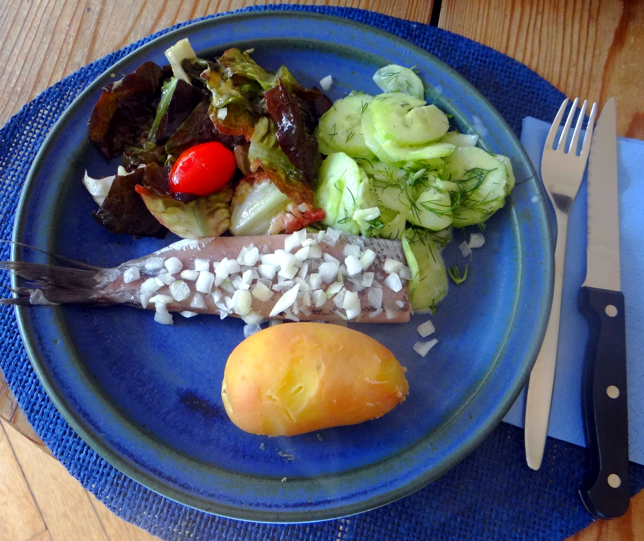 Matjes,Salate,Pellkartoffeln (1)