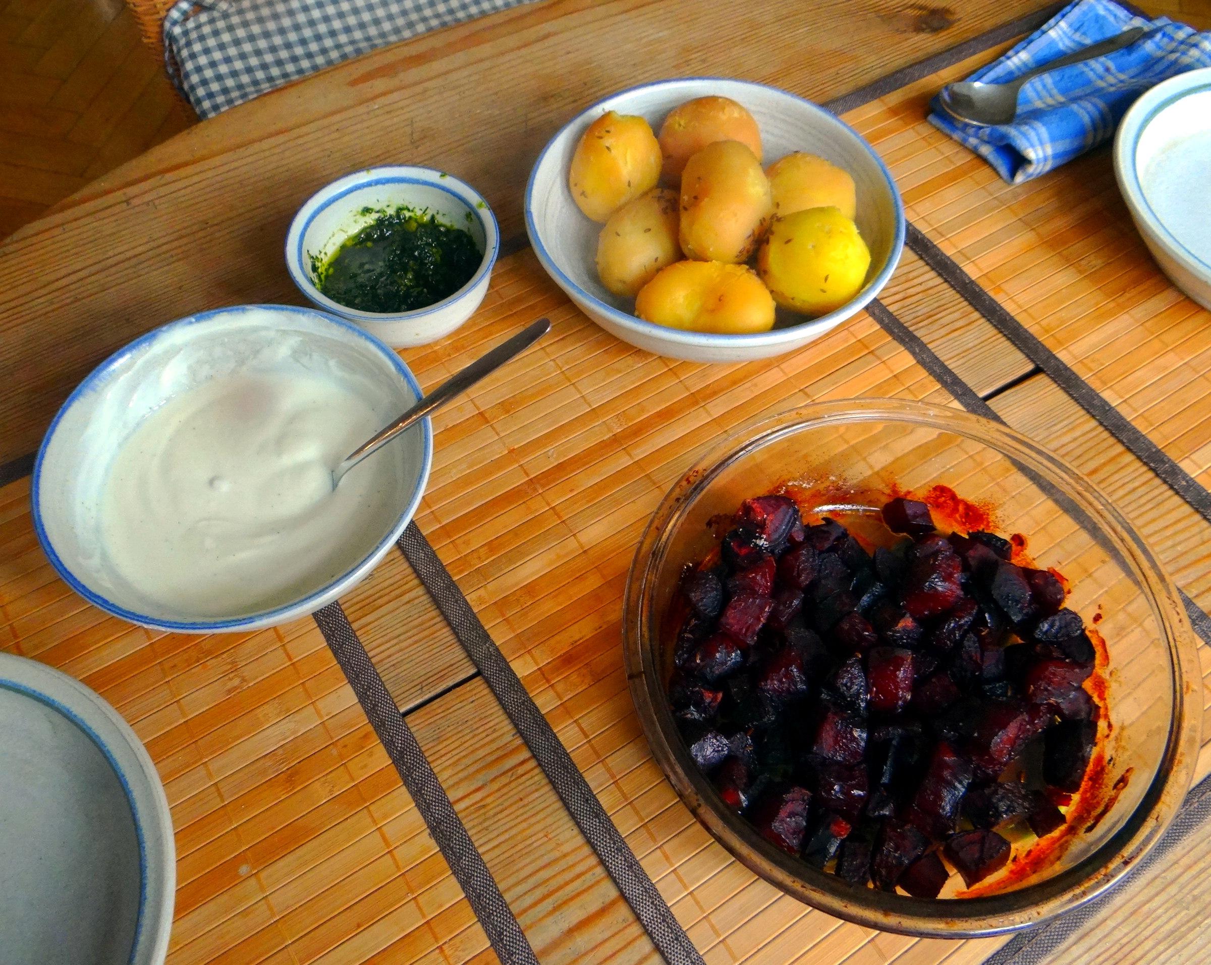 Rote Beete Gemüse,Spiegelei,Joghurtdip (3)