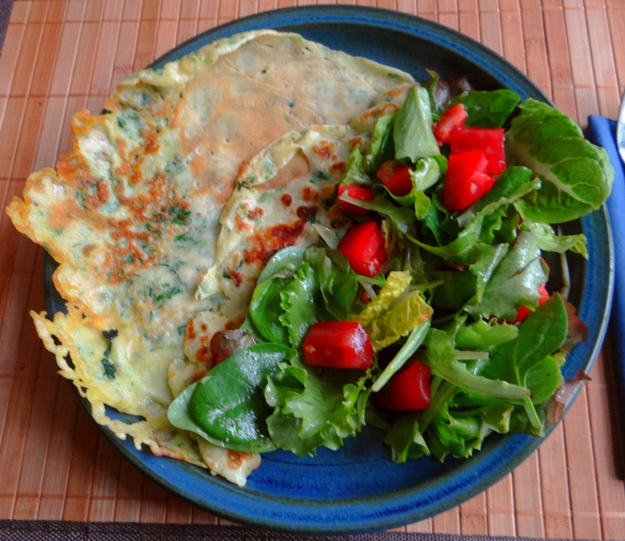 Eierpfannkuchen mit Spinat,Pflücksalat (1)
