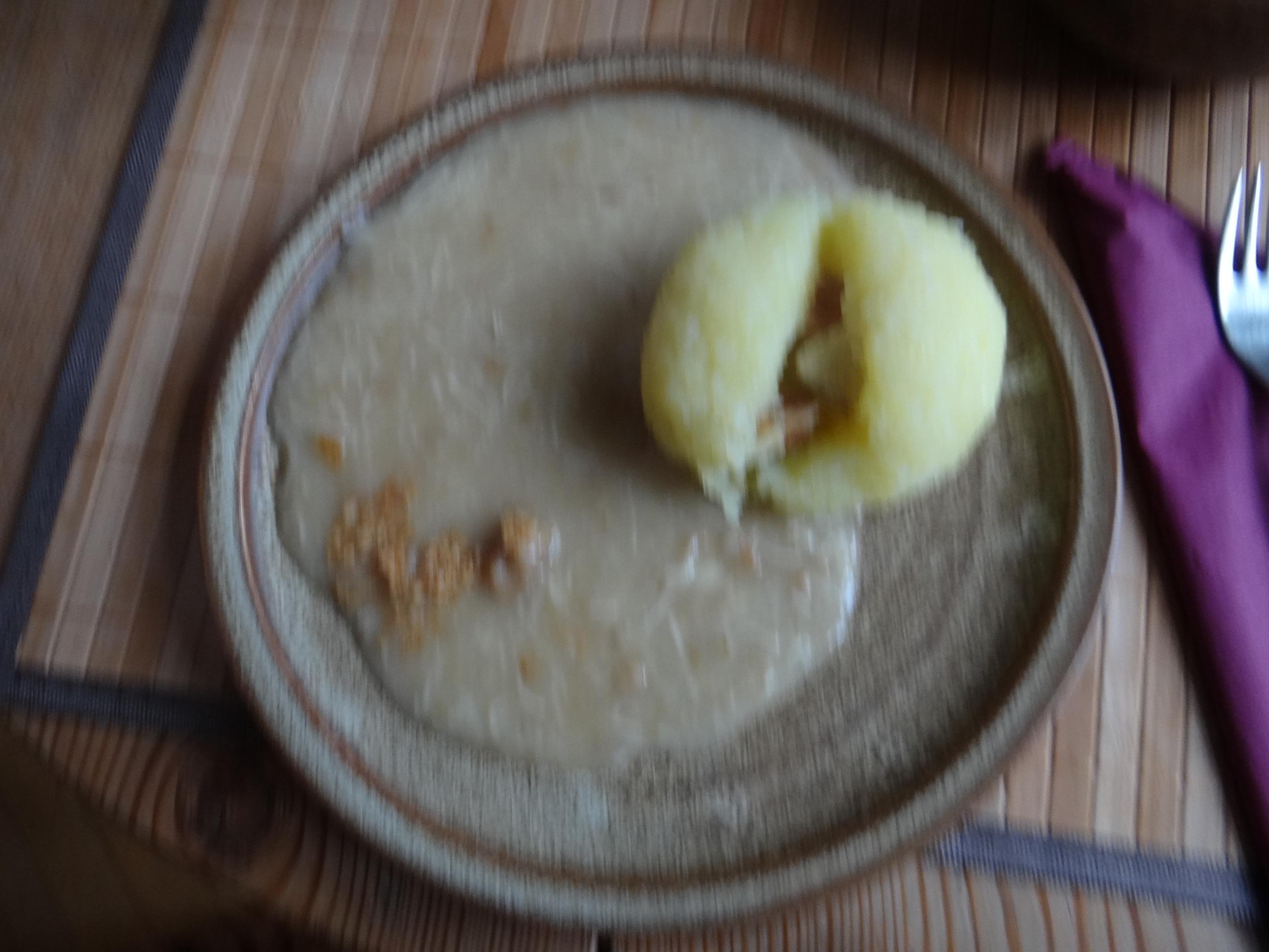 Meerrettichsauce Beinscheibe,Klöße,Salat (1)