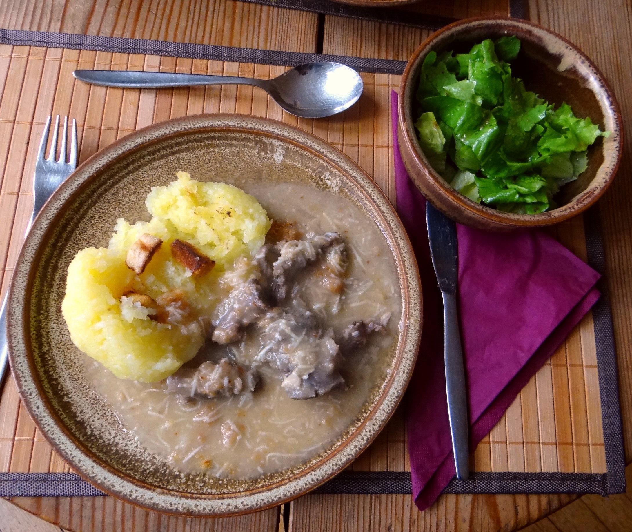 Meerrettichsauce Beinscheibe,Klöße,Salat (21)