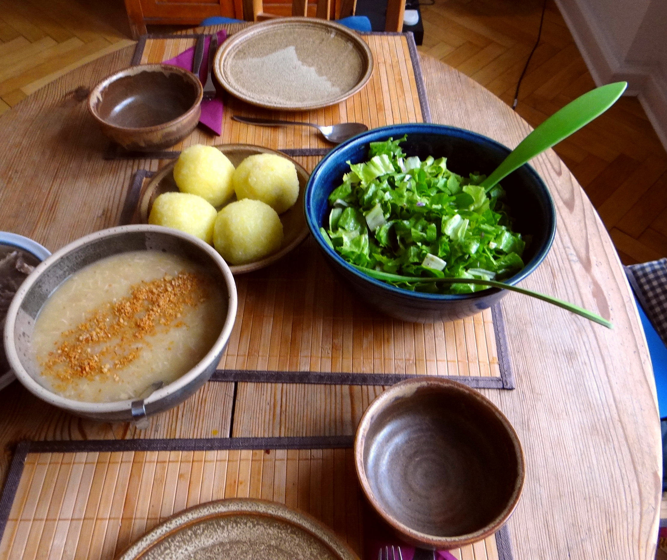 Meerrettichsauce Beinscheibe,Klöße,Salat (3)