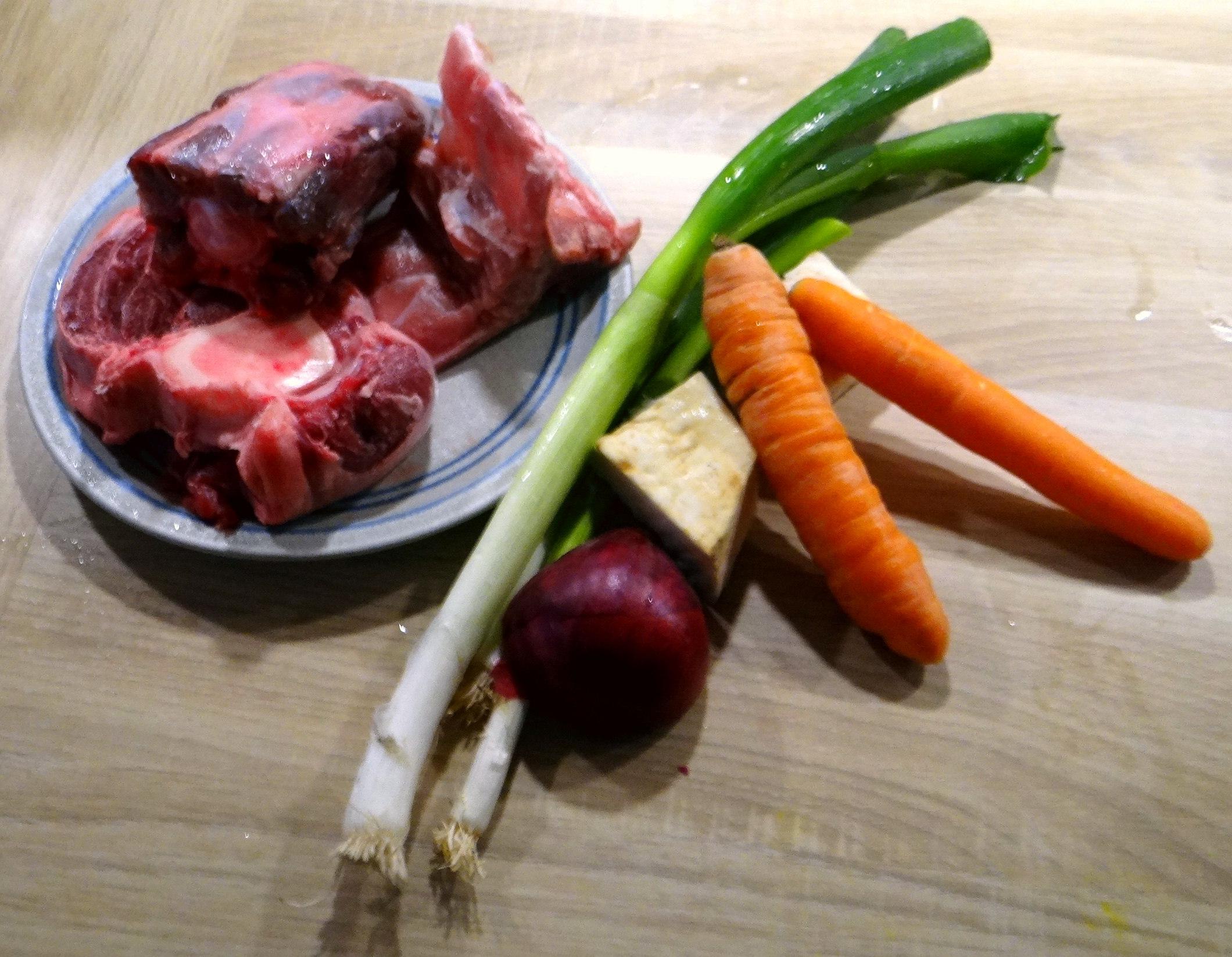 Meerrettichsauce Beinscheibe,Klöße,Salat (4)