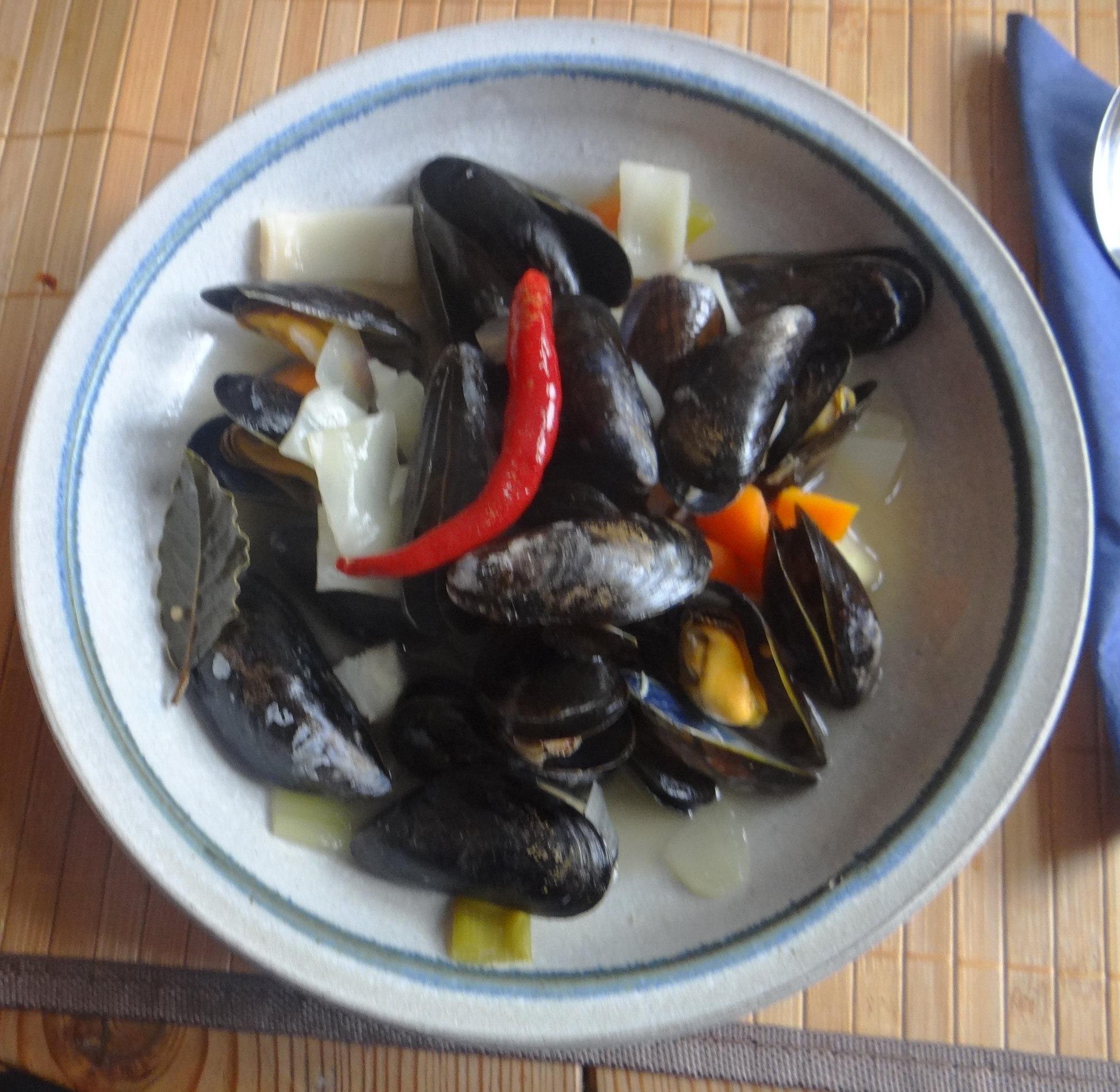 Miesmuscheln,Baguette,Quark-Schlehen Dessert (1)