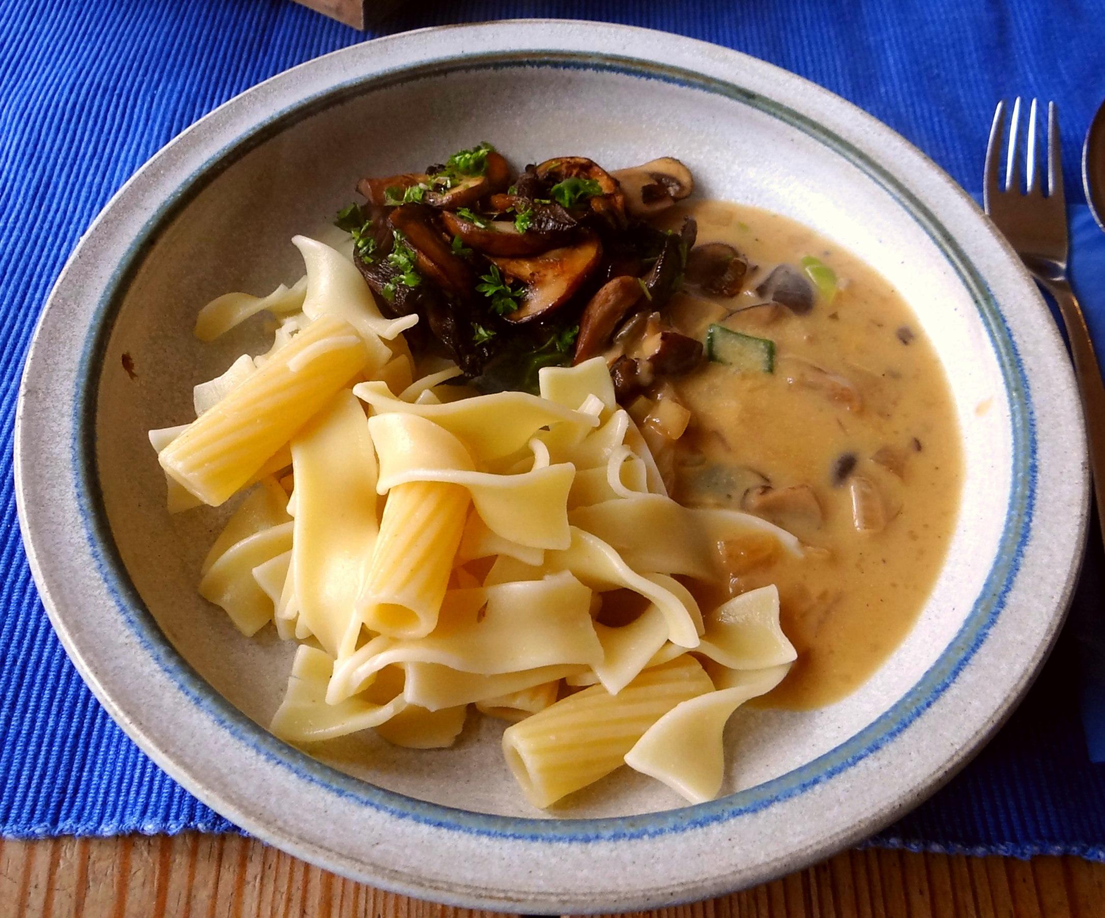 Austernpilze,Nudeln,Sauce (11)