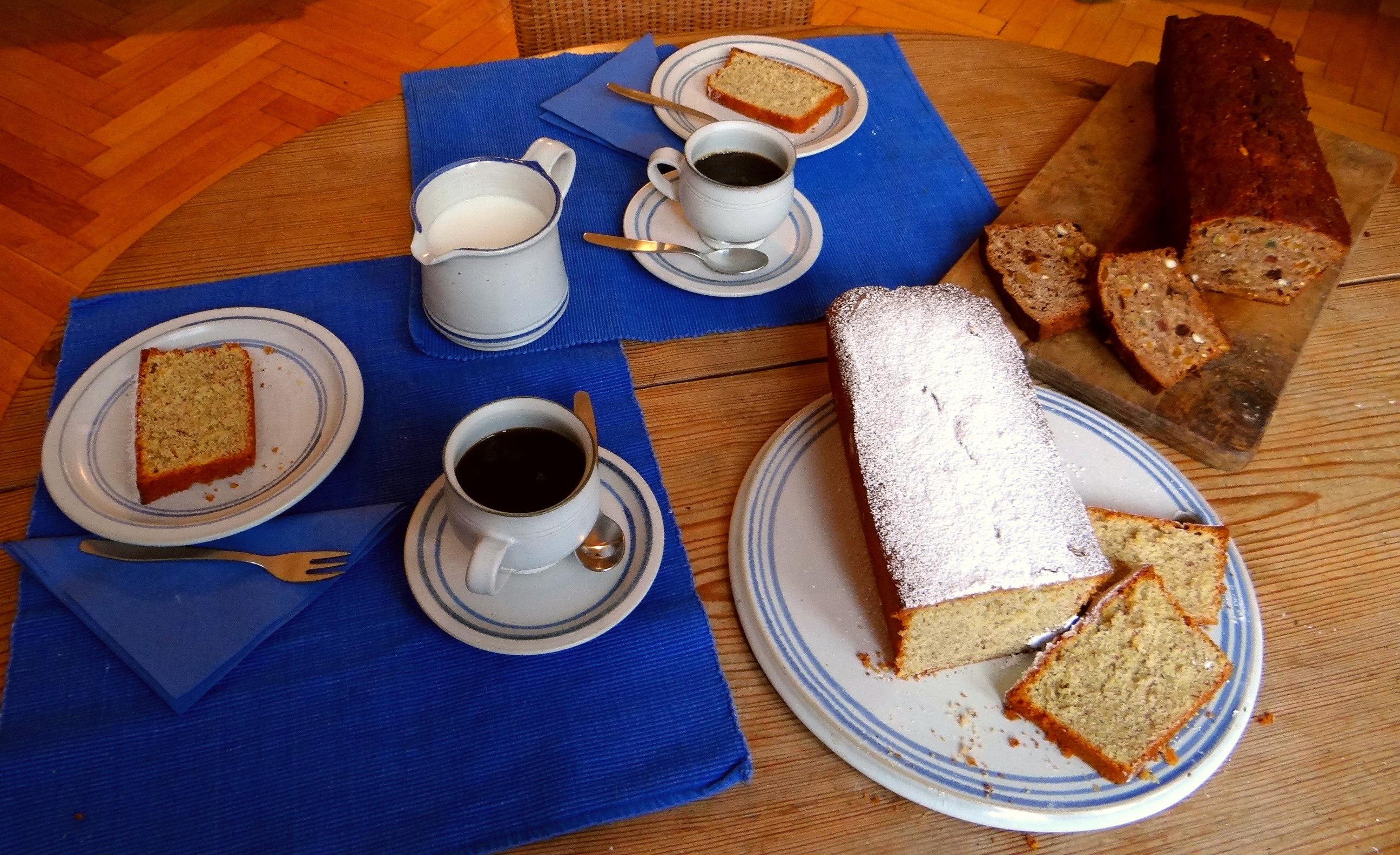 Mandelkuchen und Früchtebrot (1)