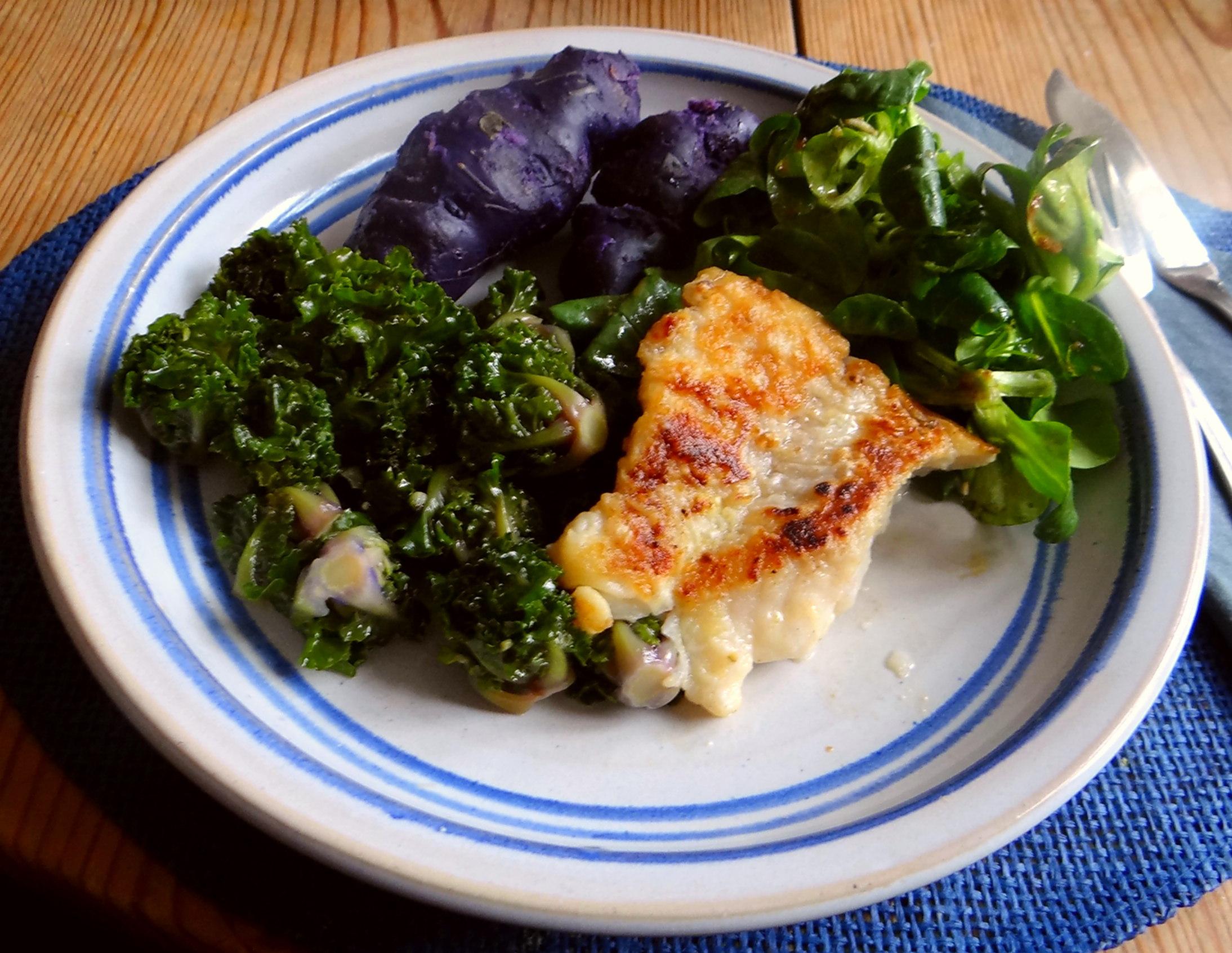 Rotbarsch,Kohlröschen,violette Kartoffeln (1)