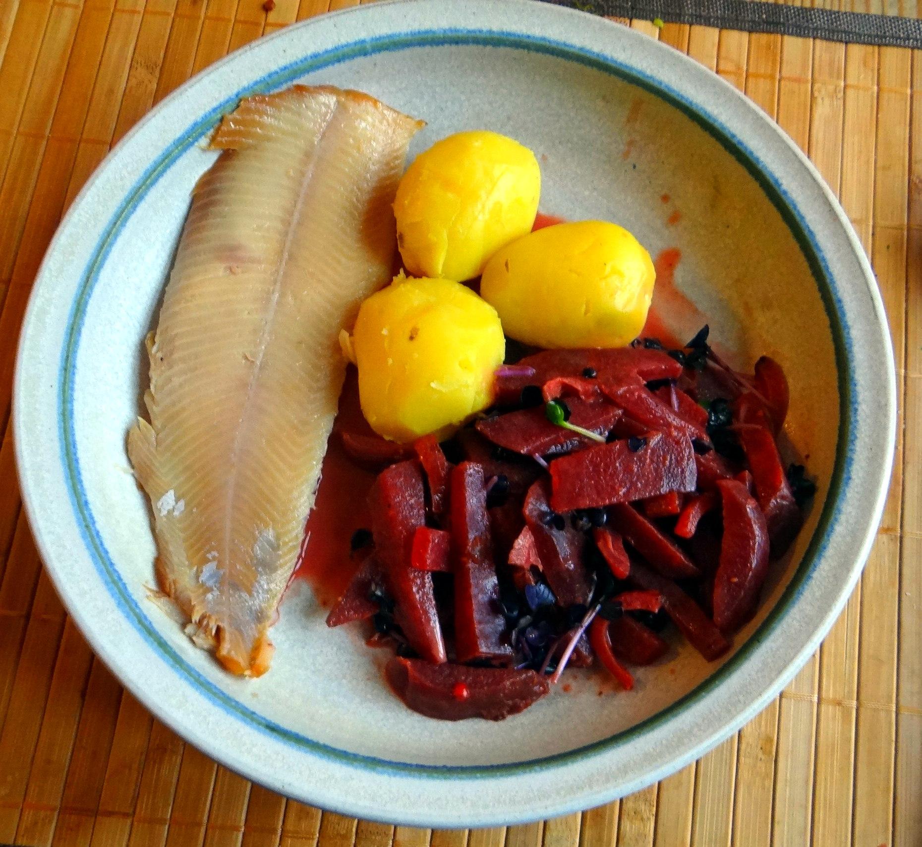 Rote Beete Gemüse,Geräucherte Forelle,Kartoffeln,Obstsalat (14)