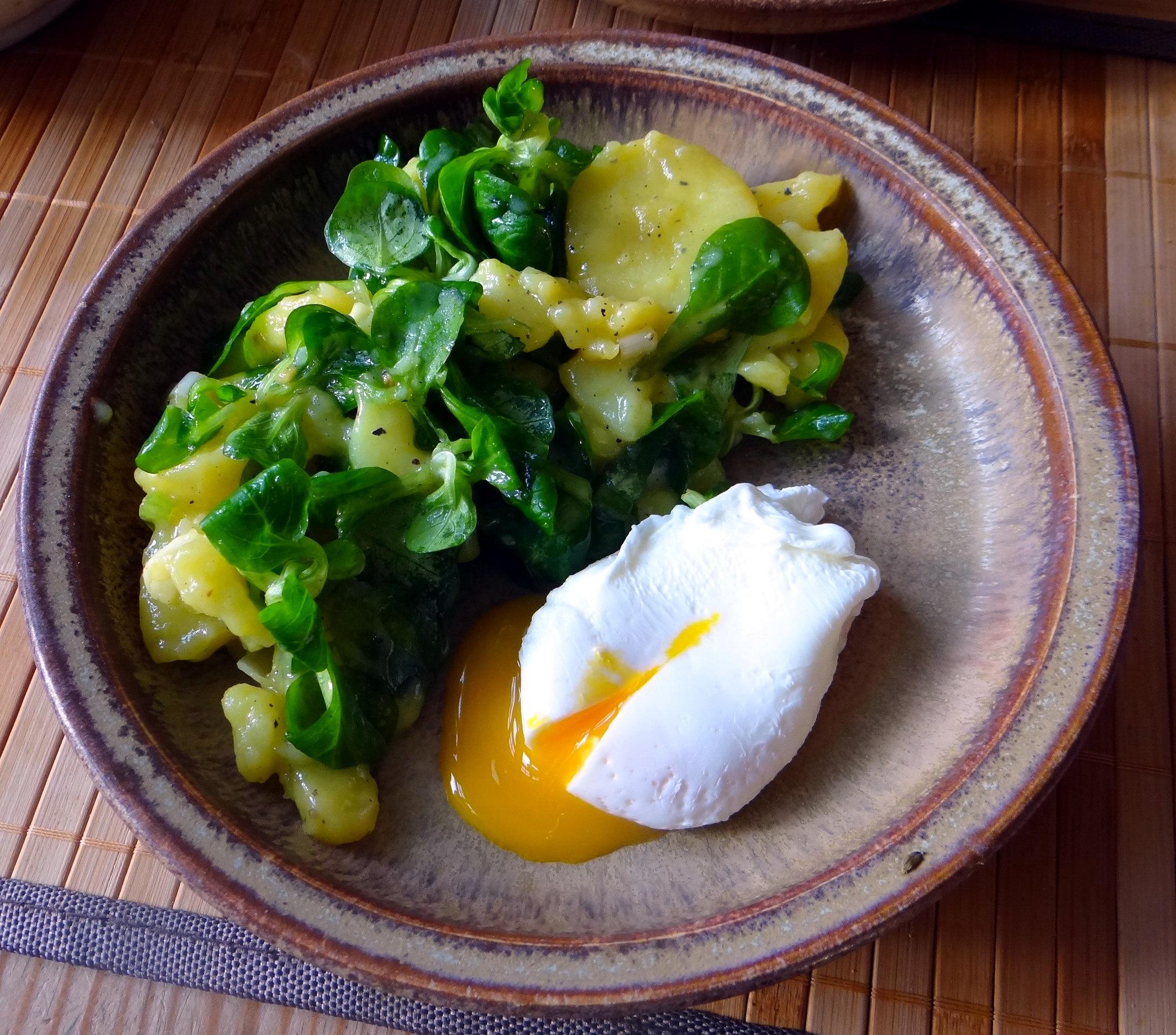 Schlotziger Kartoffelsalat,poschierte Eier,Quarkspeise (3)