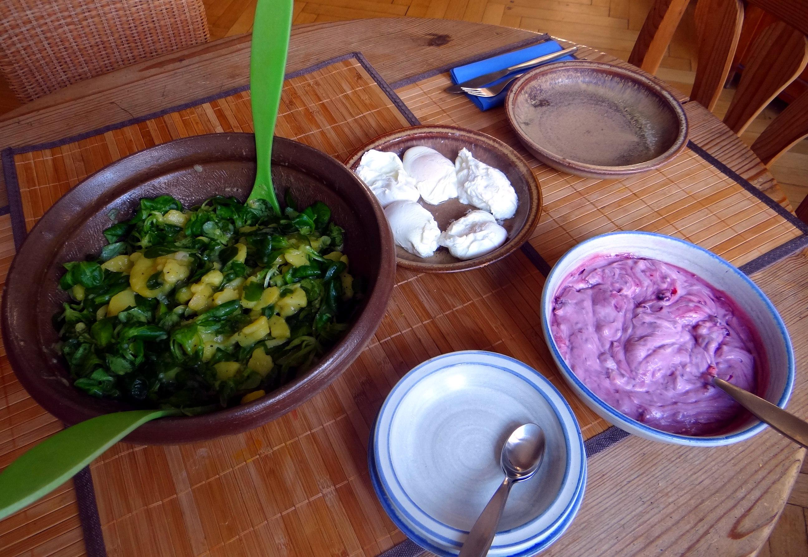 Schlotziger Kartoffelsalat,poschierte Eier,Quarkspeise (5)