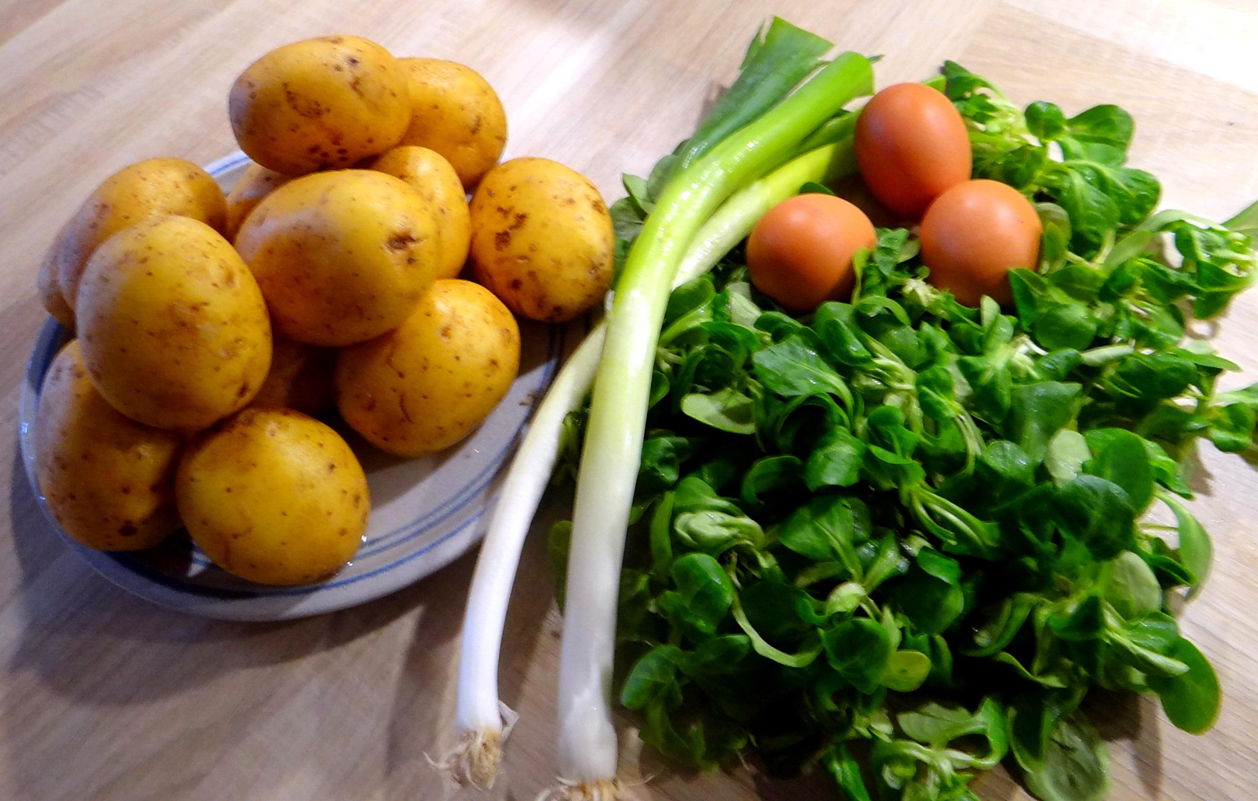 Schlotziger Kartoffelsalat,poschierte Eier,Quarkspeise (6)