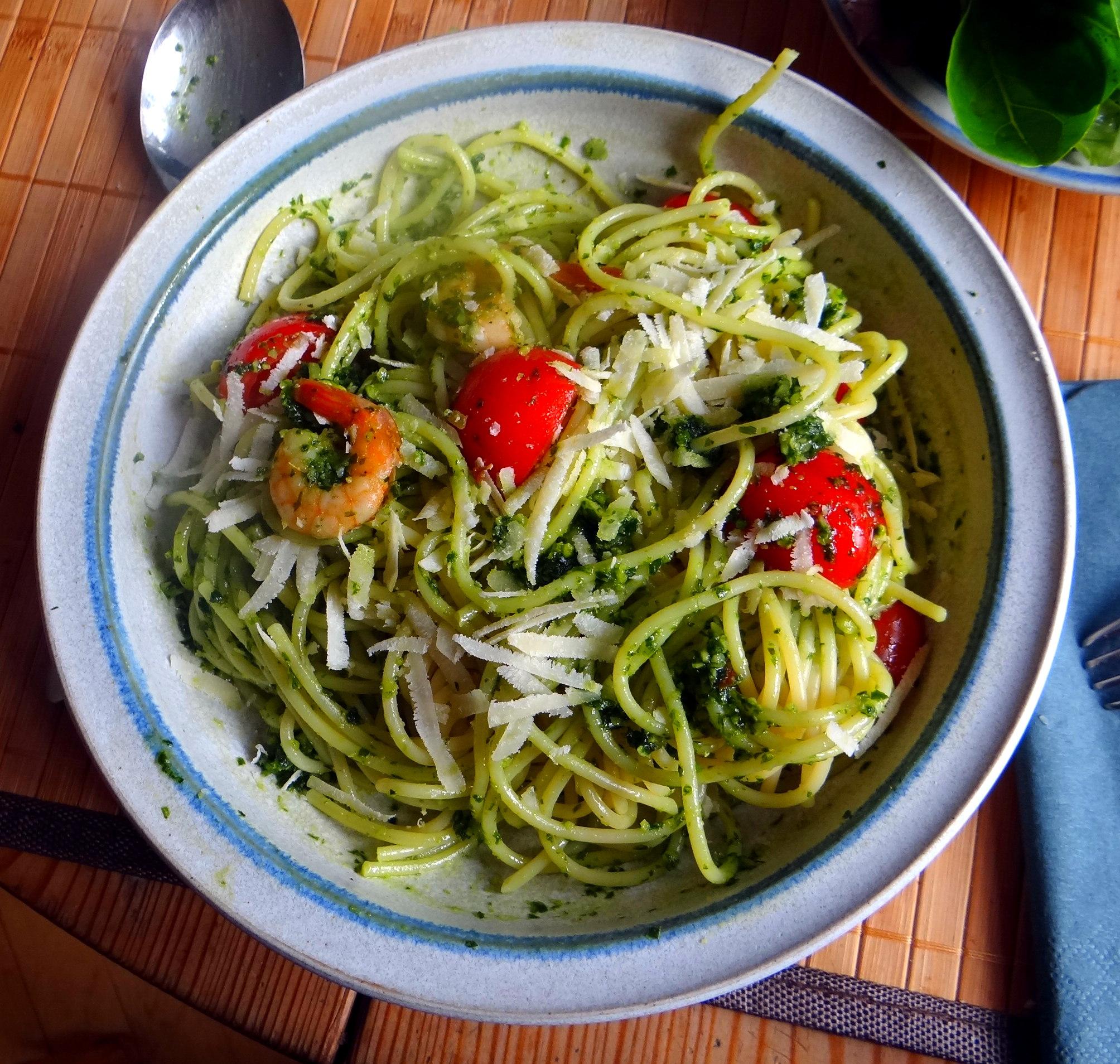 Spaghetti,Bärlauchpesto,Garnelen,Pflücksalat (1)