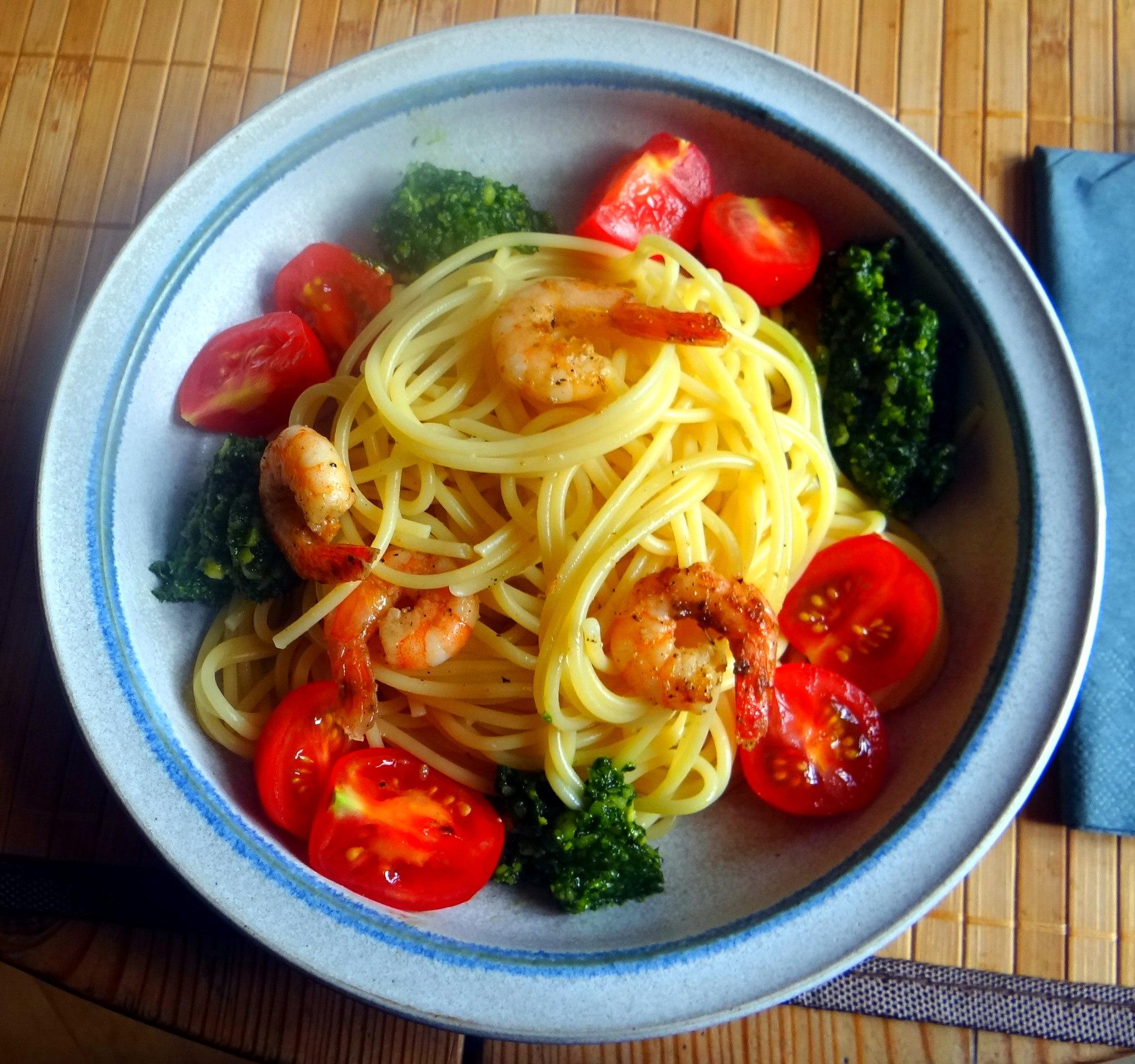 Spaghetti,Bärlauchpesto,Garnelen,Pflücksalat (2)