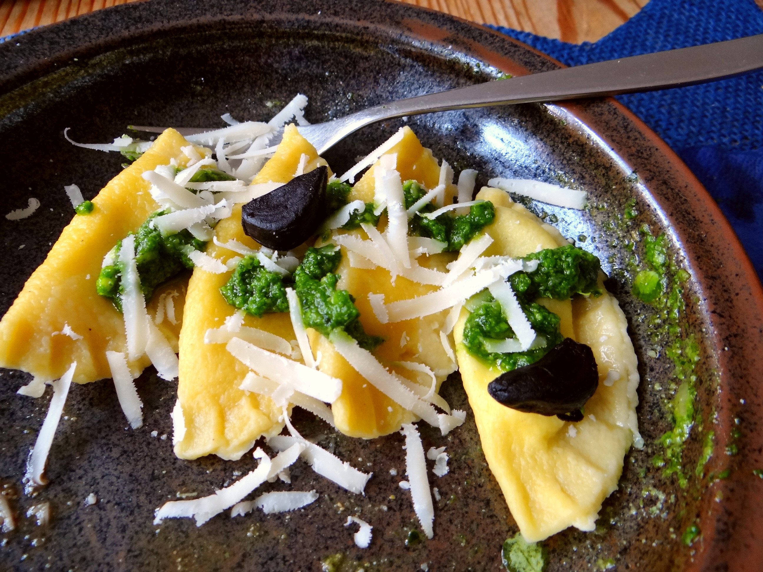 Ravioli,Pesto,fermentierter Knoblauch (14)
