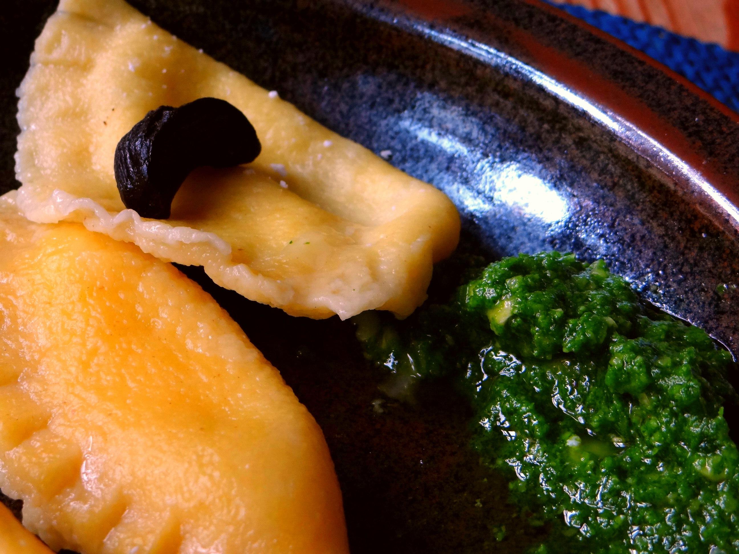 Ravioli,Pesto,fermentierter Knoblauch (3)