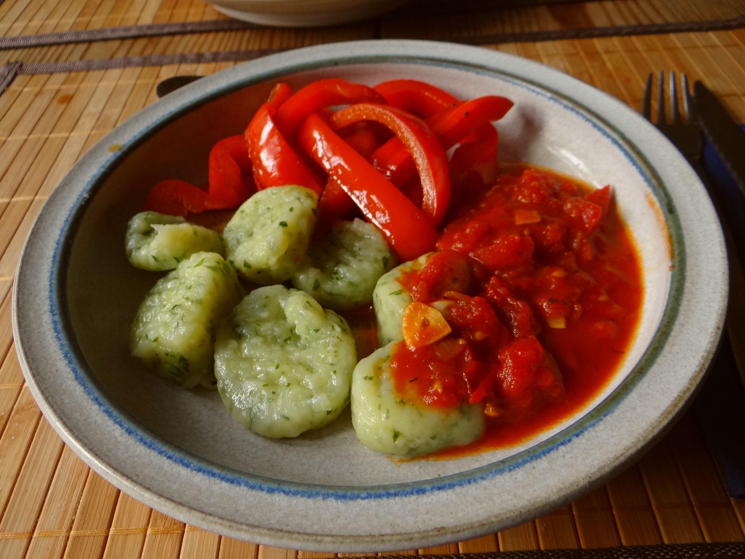Paprika mit Gnocchi und Tomatensauce (1b)