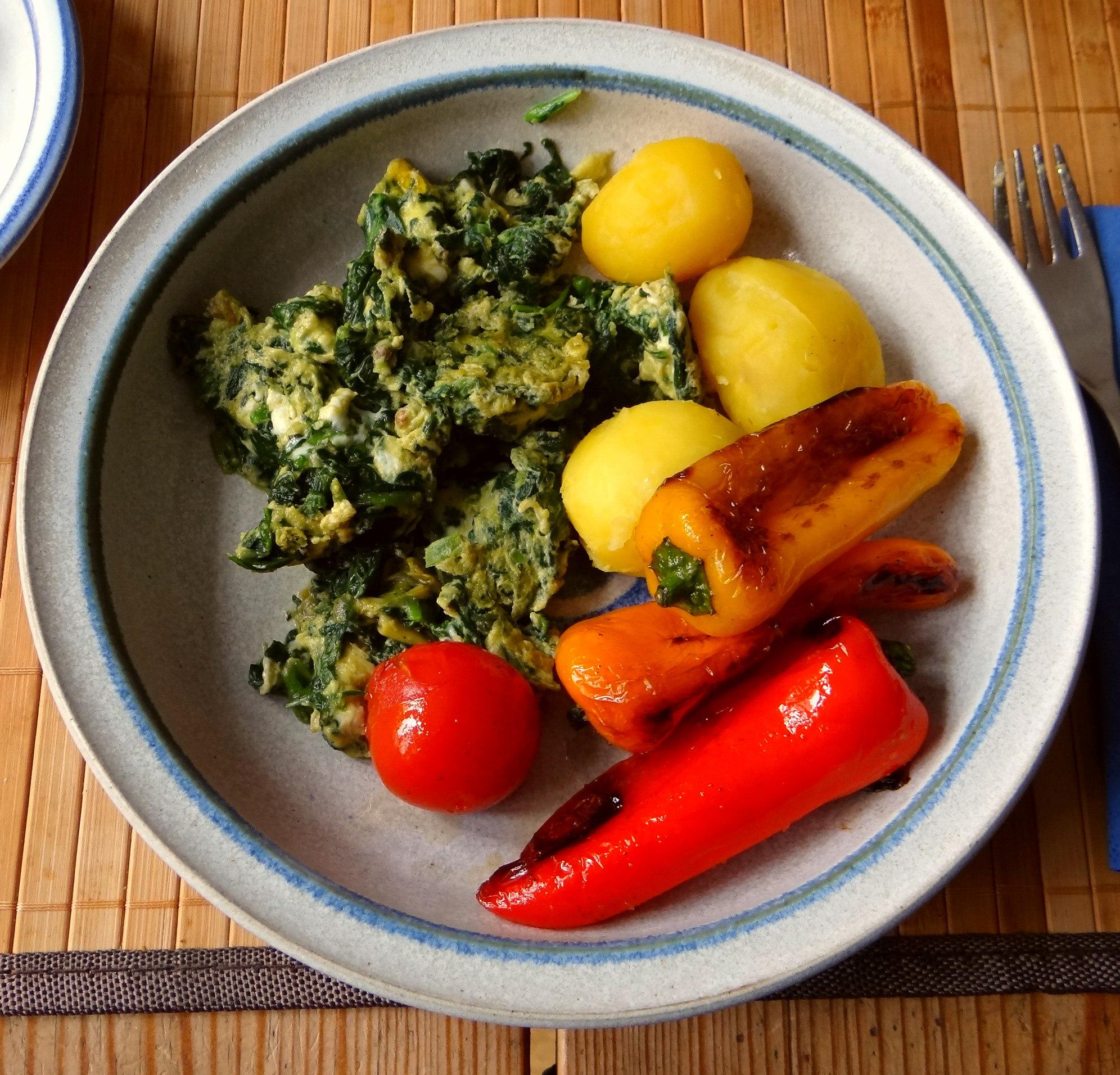 Spinat,Rührei,Paprika,Pellkartoffen (2)