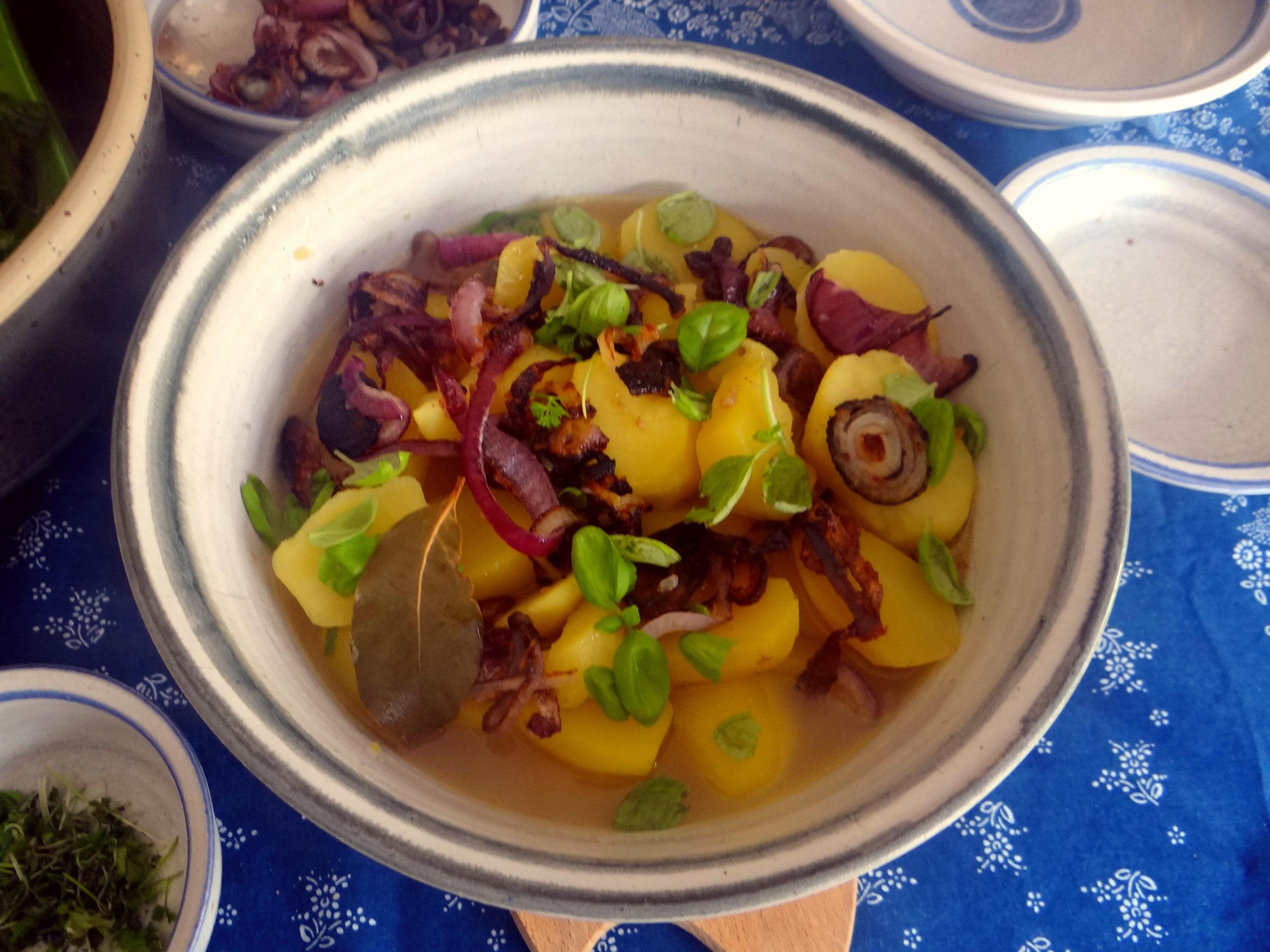 Bouillionkartoffeln, Feldsalat, Zwiebelringe, Kleines Gemüse (14)