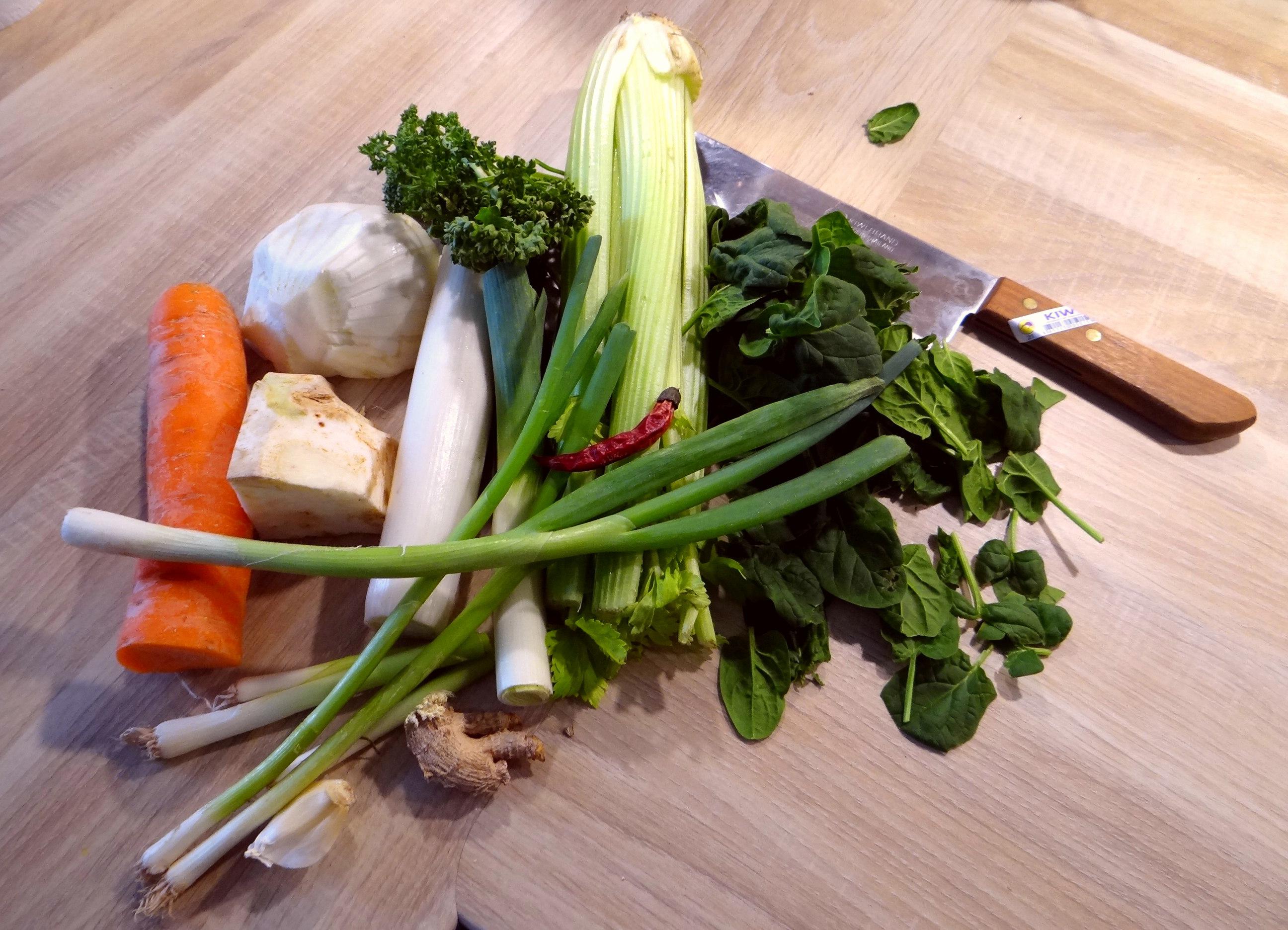Gemüsesuppe püriert mit Spinat (1f (5a) (1)