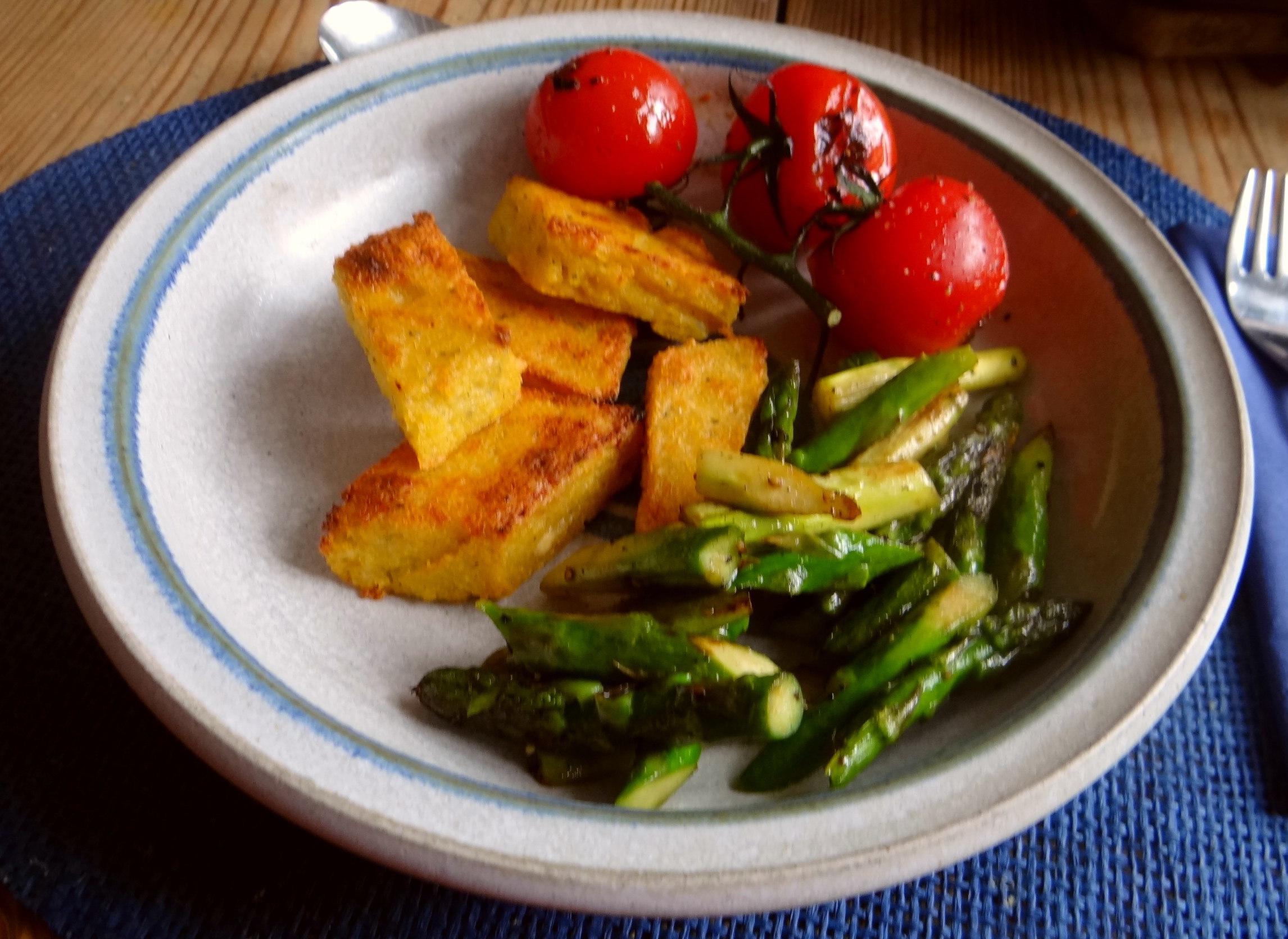 Grüner Spargel,Tomaten und Polenta (14)