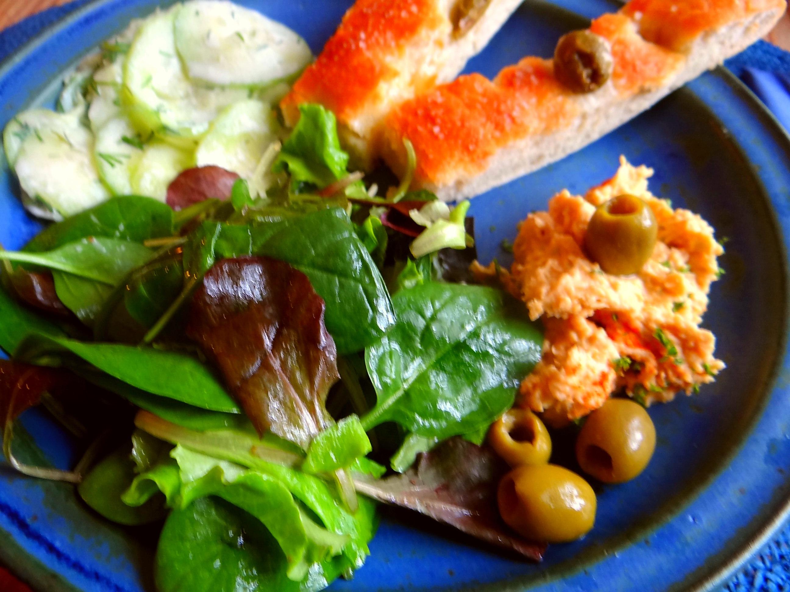 Hummus,Salate und Foccacia (18)