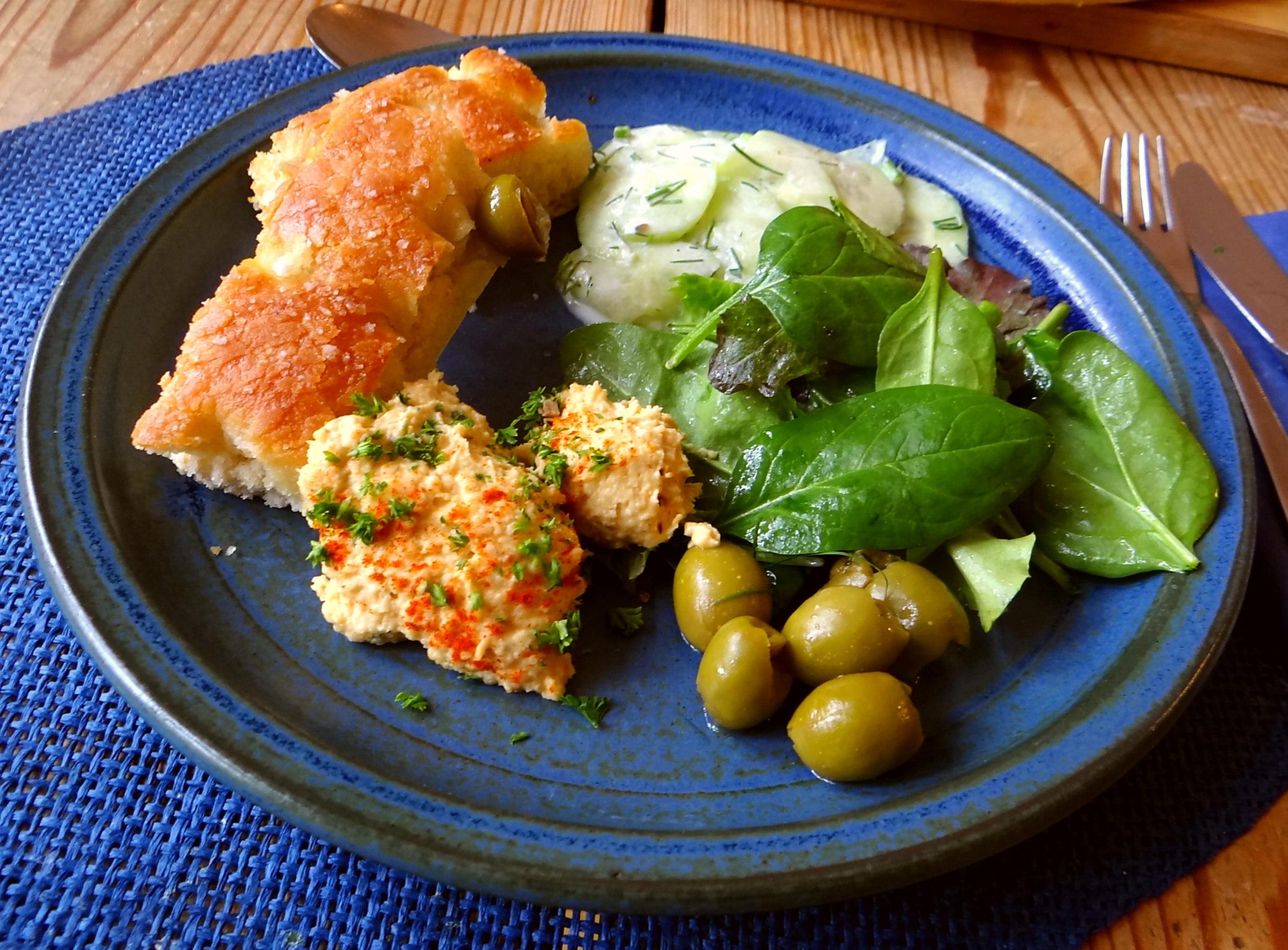 Hummus,Salate und Foccacia (19)