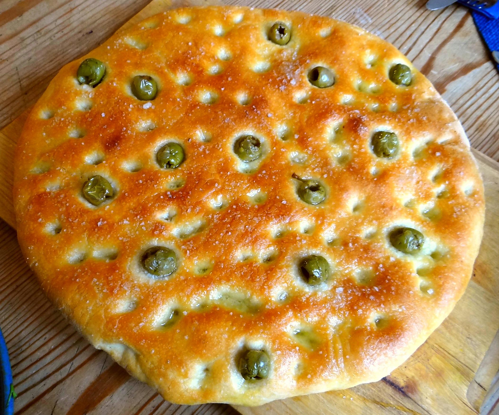 Hummus,Salate und Foccacia (4)