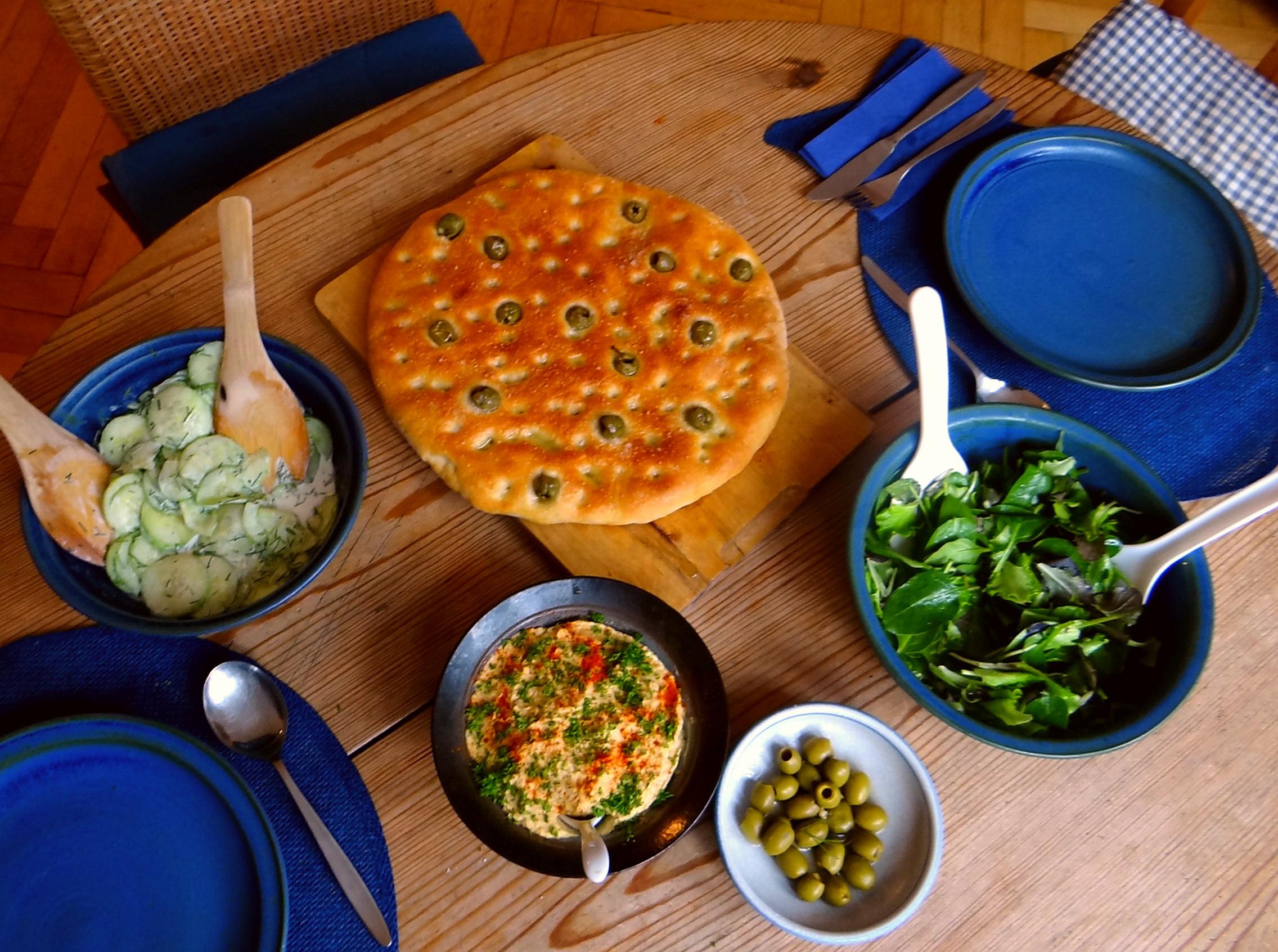 Hummus,Salate und Foccacia (5)
