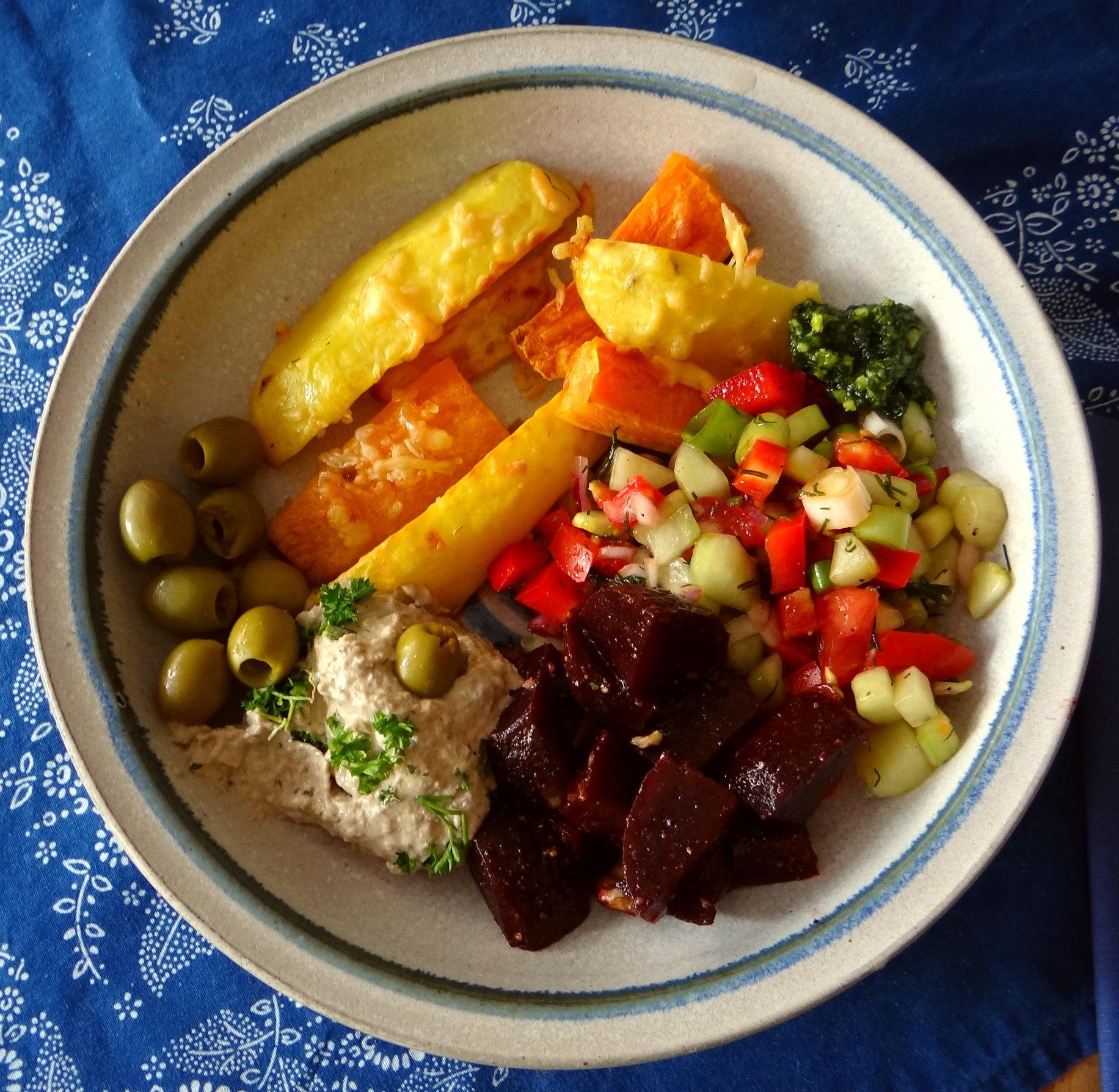 Israelischer Salat und Ofenkartoffeln (1)