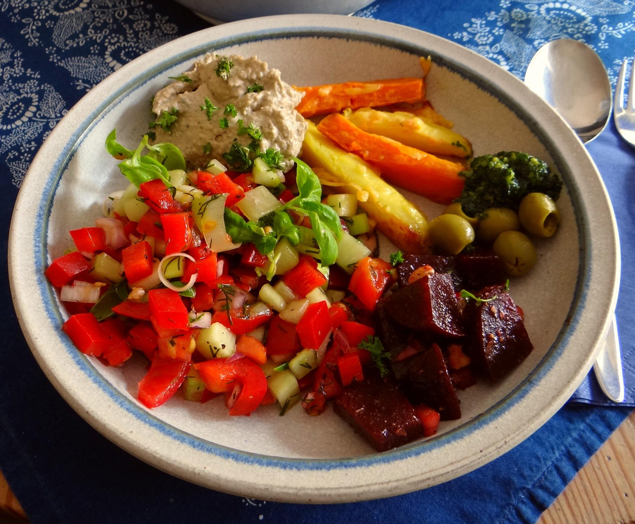 Israelischer Salat und Ofenkartoffeln (14)
