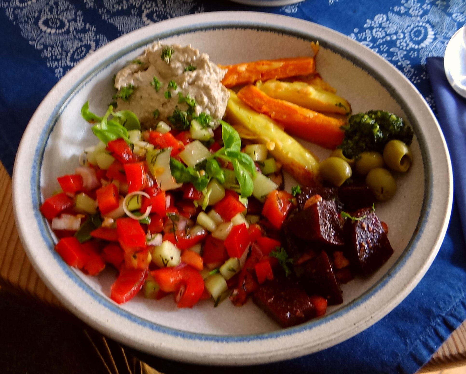 Israelischer Salat und Ofenkartoffeln (2)