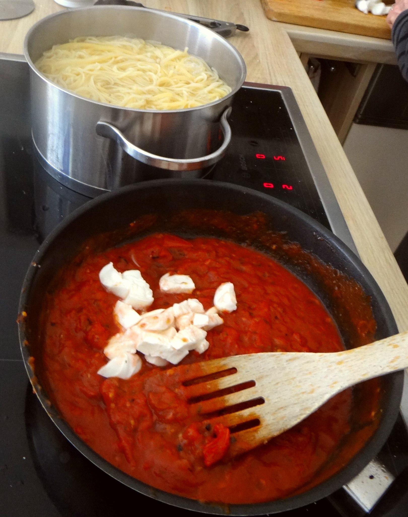 Spaghetti mit Tomatensugo (5)