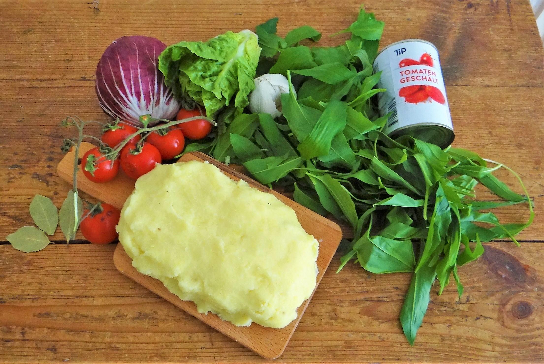 Bärlauch Gnocchis,Tomatensauce,Salat (5)