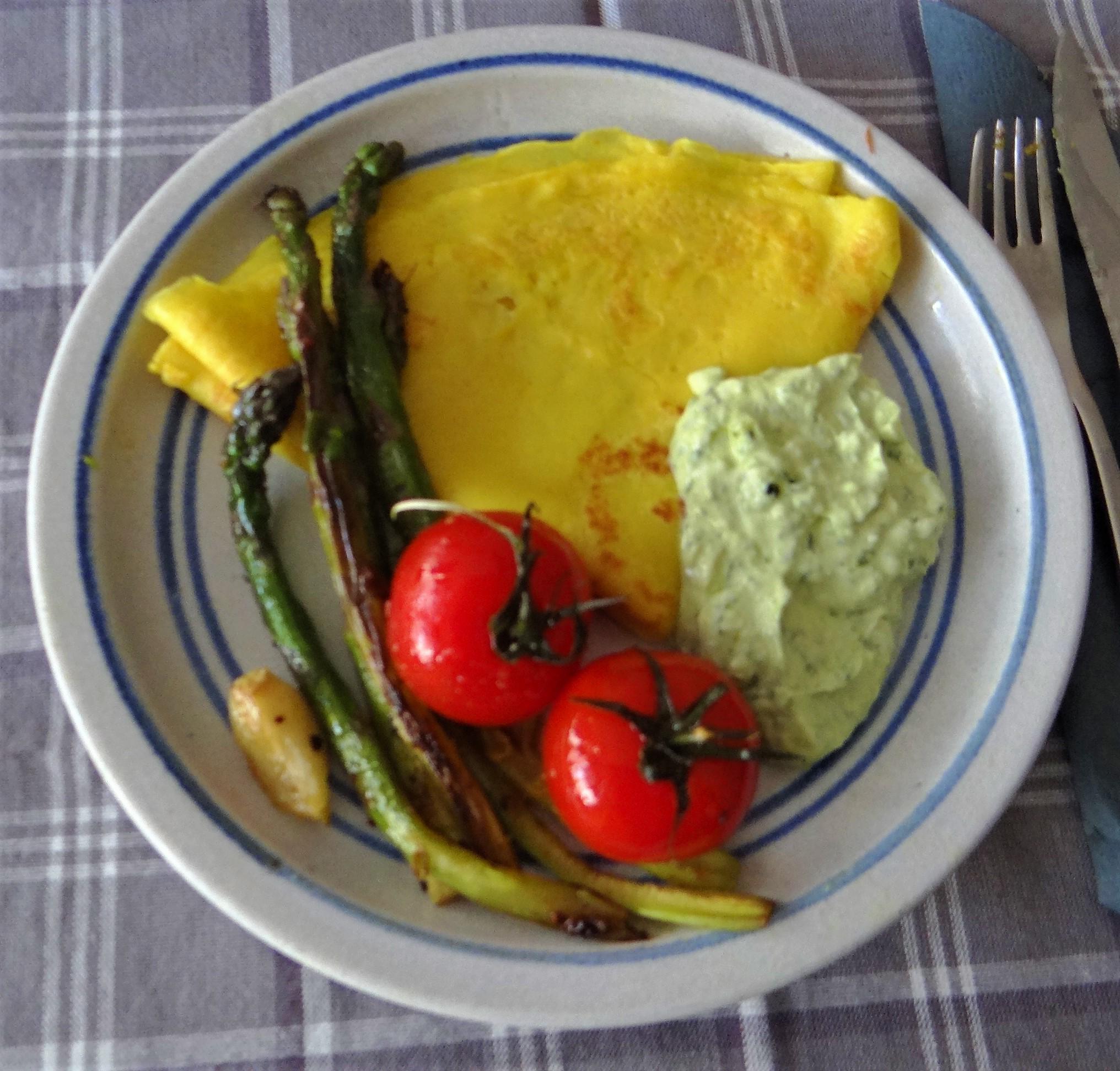 Eierpfannkuchen,Bärlauch Quark grüner Spargel (2)
