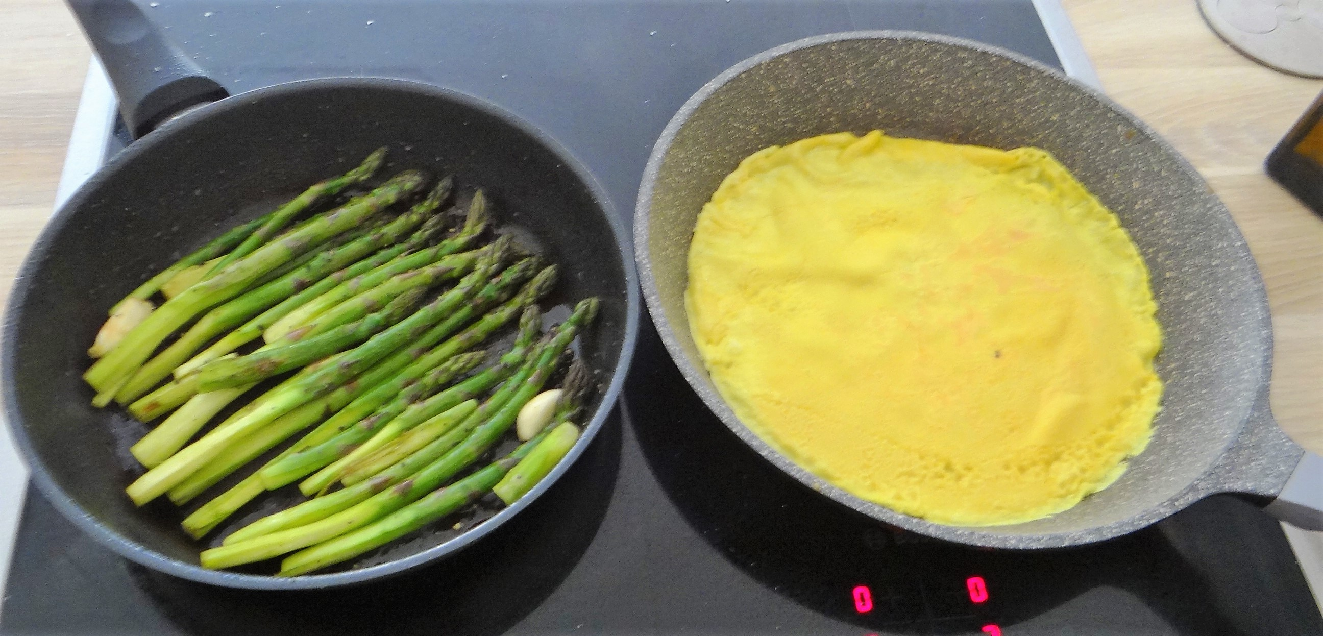 Eierpfannkuchen,Bärlauch Quark grüner Spargel (9)
