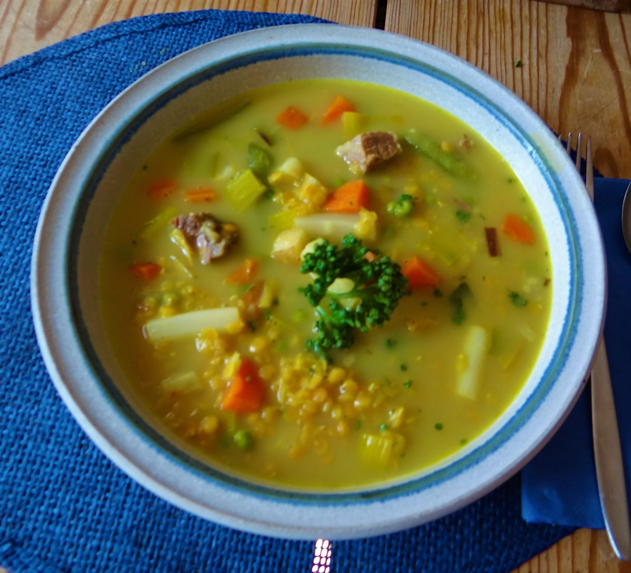 Gemüsesuppe mit roten Linsen (1)
